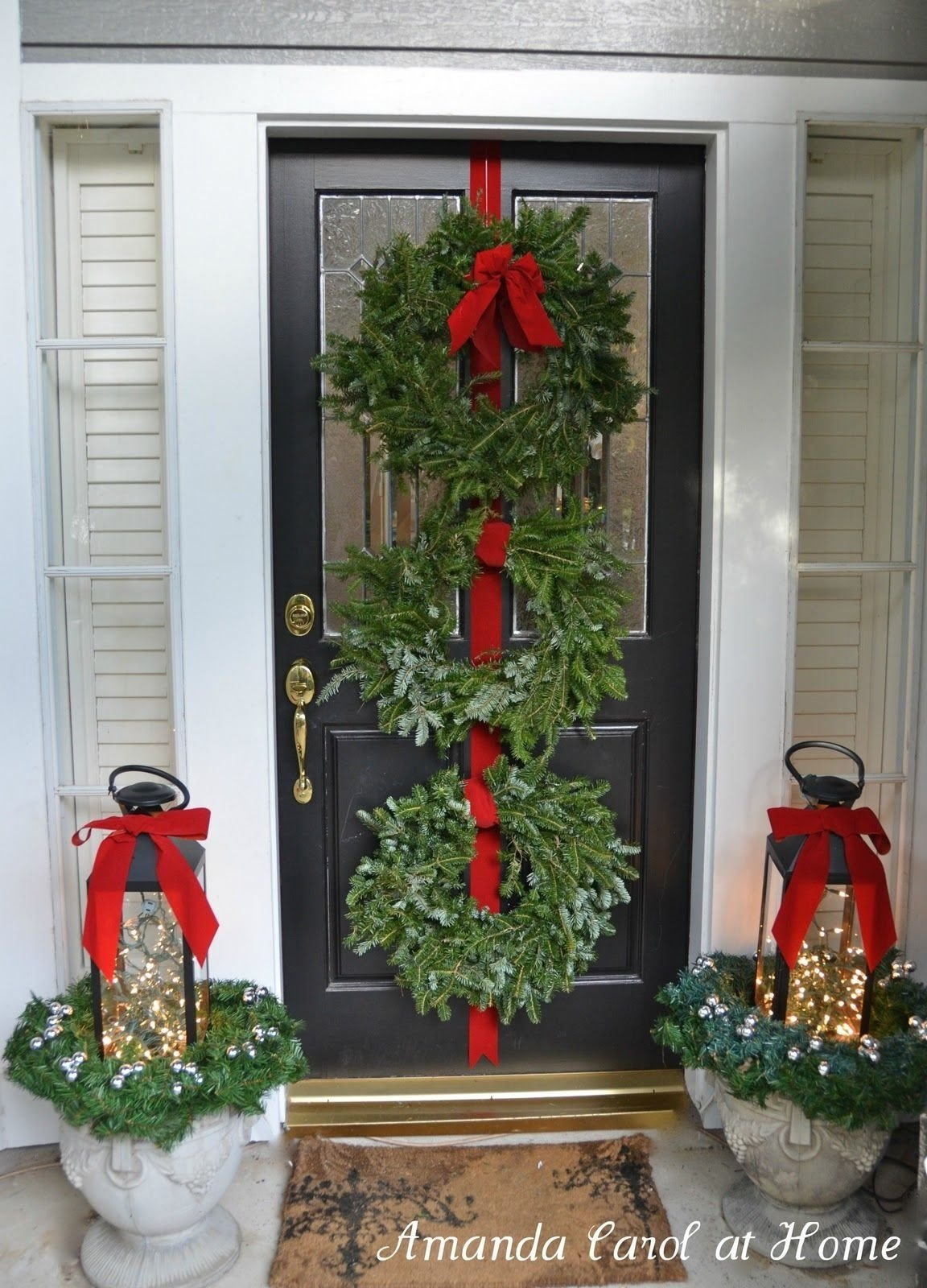 10 Lovable Christmas Front Porch Decorating Ideas front porch christmas decorating ideas source marthastewart 2 2020