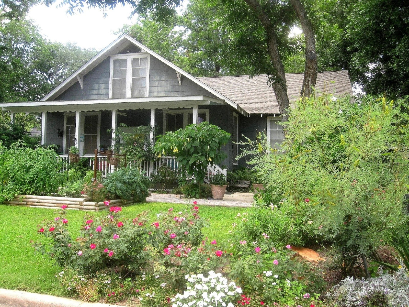 10 Fantastic Cottage Landscaping Ideas For Front Yard front yard front yard shrubs for and garden ideas pleasant cottage