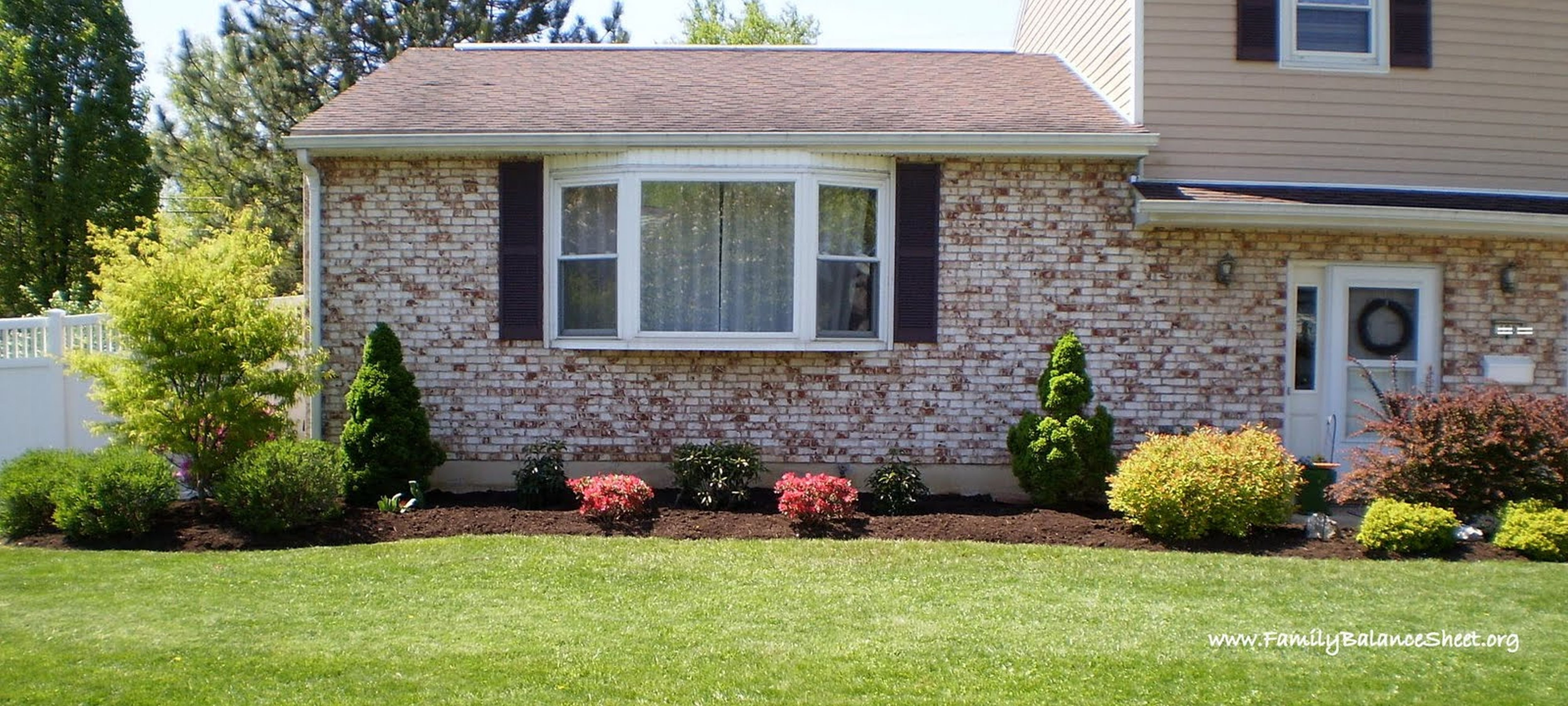 10 Elegant Simple Landscaping Ideas For Front Yards front yard unbelievable simple landscape design for front of house 1 2020