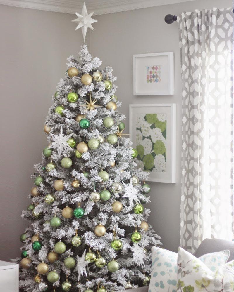 10 Elegant Flocked Christmas Tree Decorating Ideas frosty flocked christmas tree treetopia