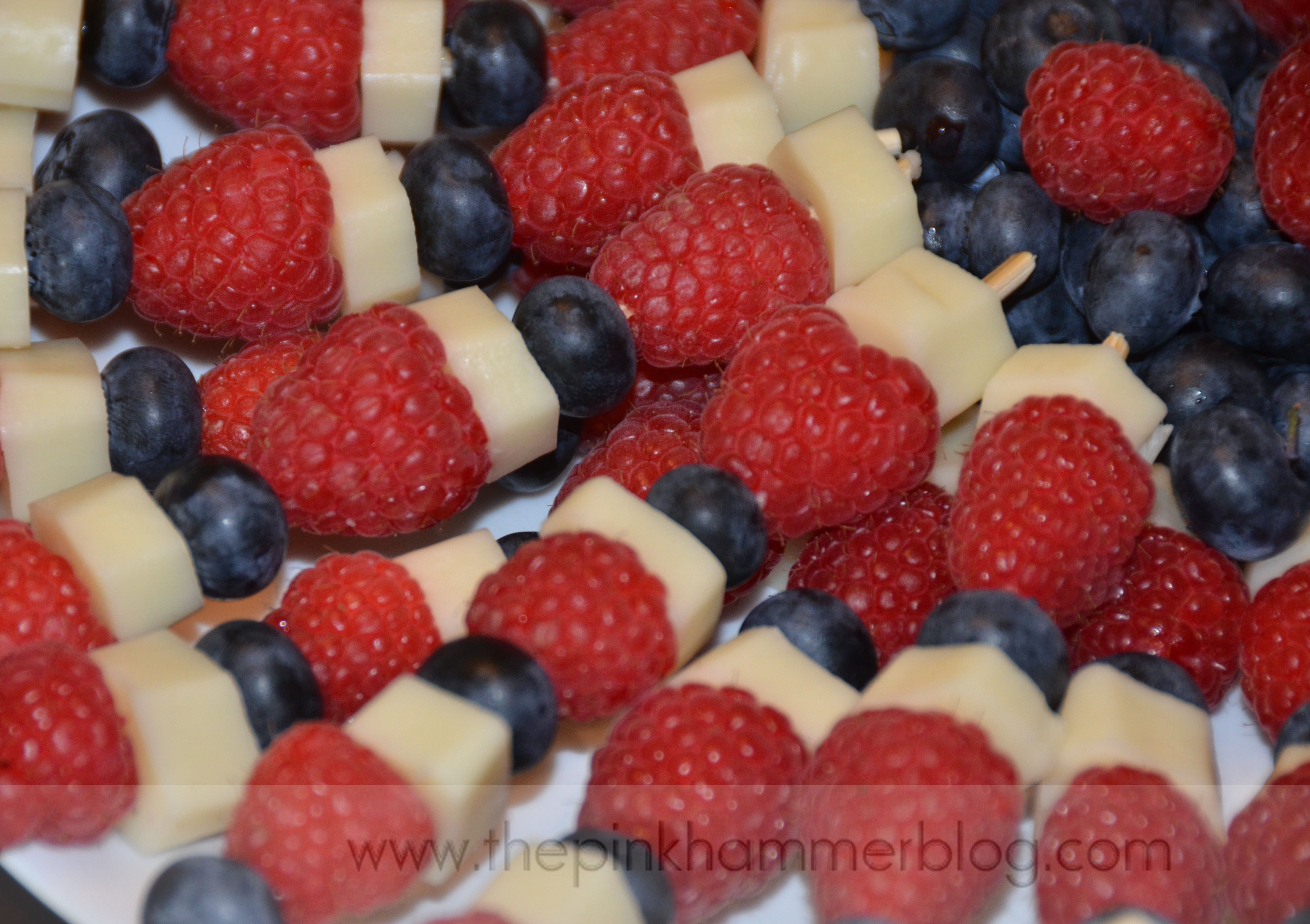 fruit & cheese kabobs | diy healthy 4th of july snack | the pink