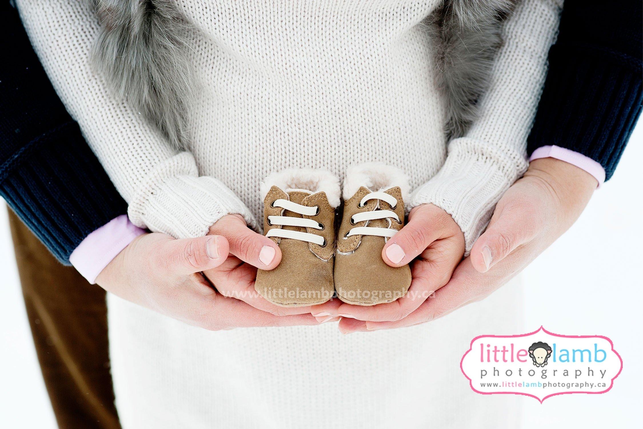 gatineau-maternity-photographers-winter-maternity-photos | black