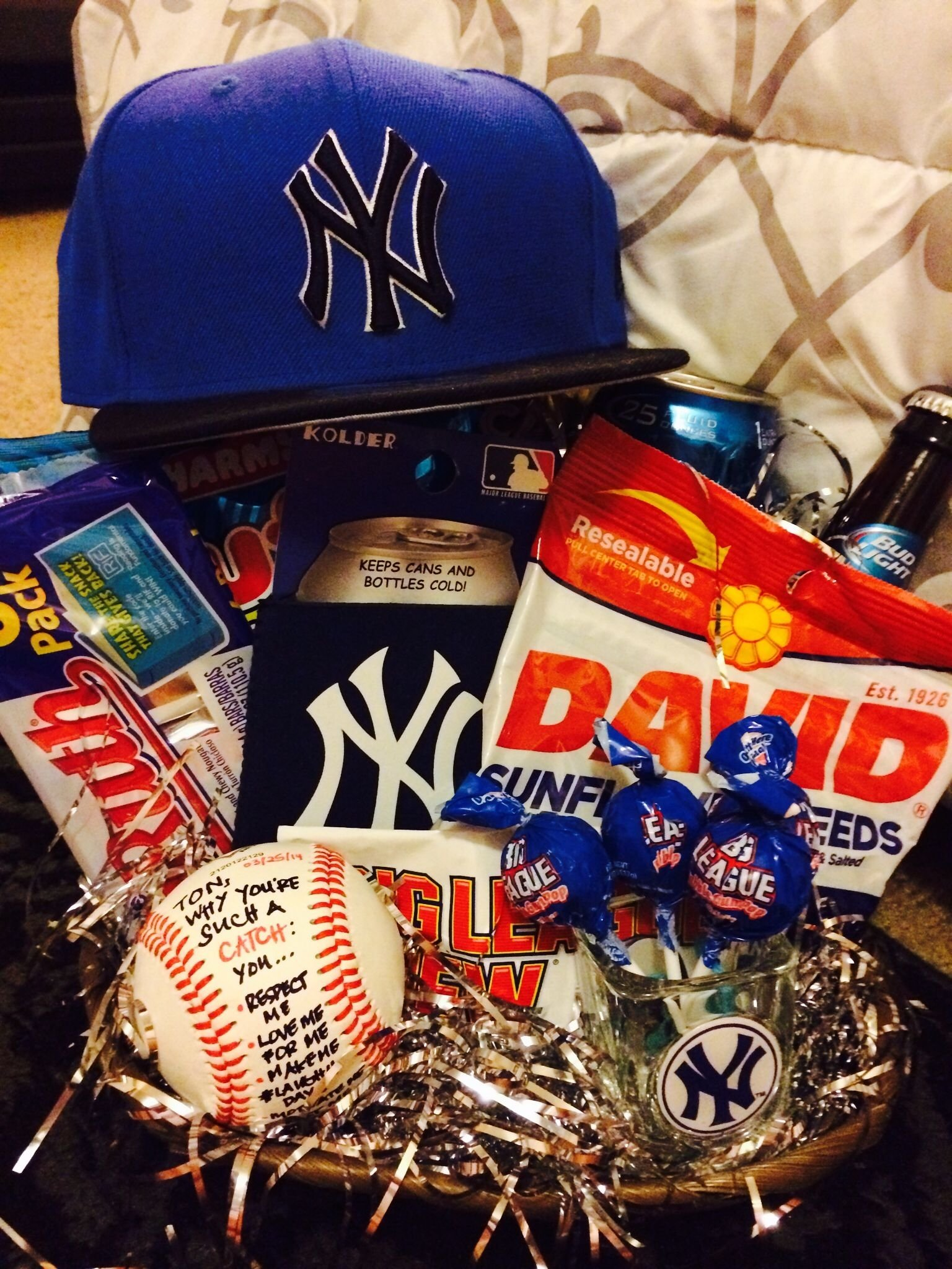 10 Stunning Gift Ideas For Baseball Players 2021