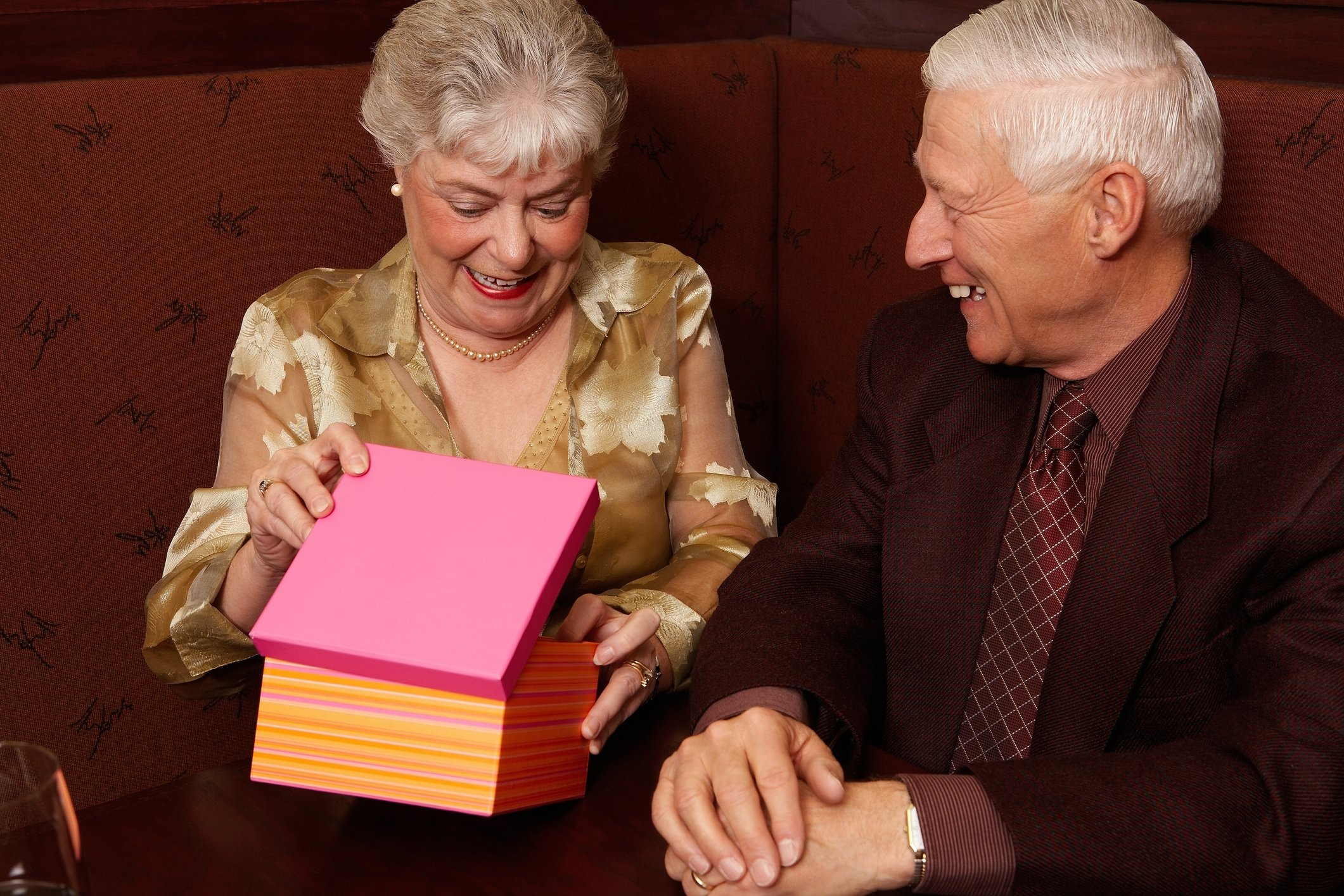 10 Ideal Gift Ideas For Older Parents gift ideas for the elderly 2020