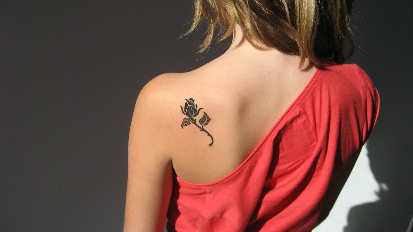 10 Attractive Tattoo Ideas For Shoulder Blade girl tattoos on shoulder blade 30 small cute tattoos for girls 2020