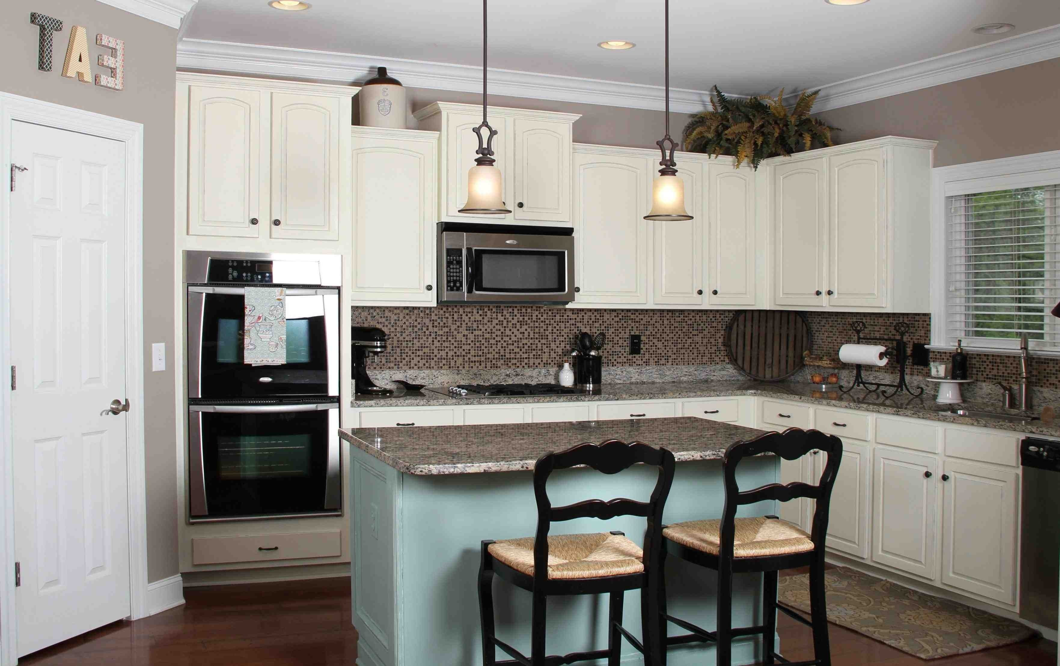 10 Stylish Kitchen Color Ideas With White Cabinets 2021