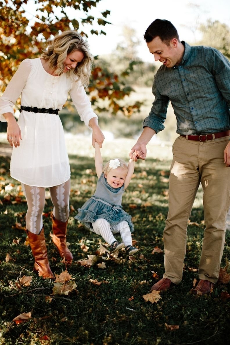 10 Stunning Fall Family Photo Outfit Ideas gracenote photography lawrence kansas family photography extended 2021