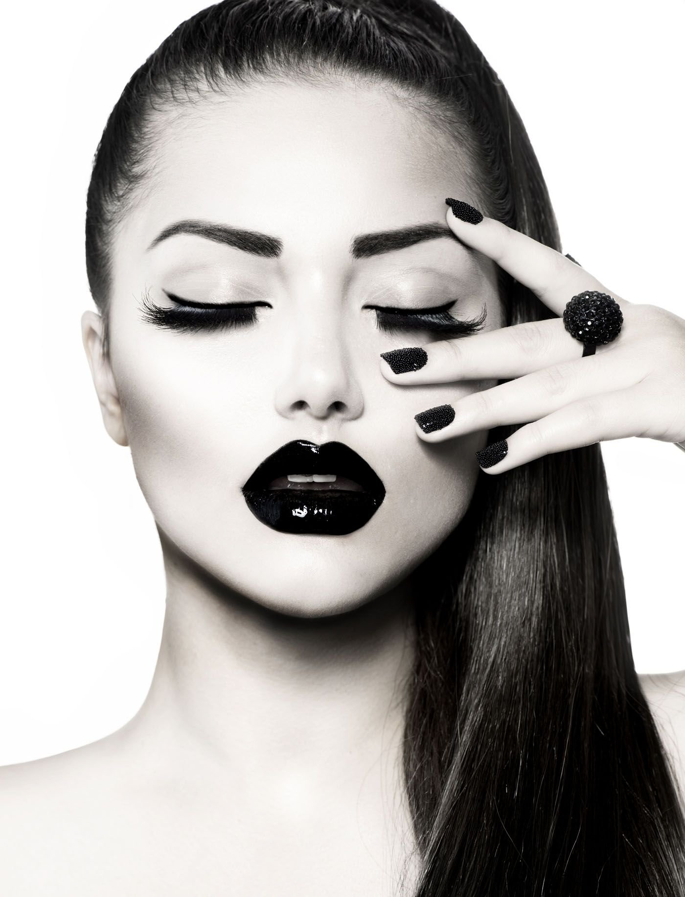 10 Perfect Black And White Makeup Ideas gracious and passionate fashion photography fashion photography 2020