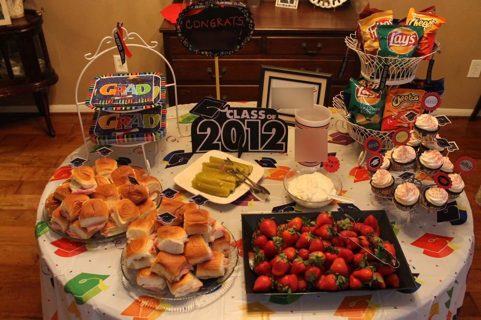 10 Fabulous Food Ideas For Graduation Party graduation decoration ideas this is just a simple banner i 8