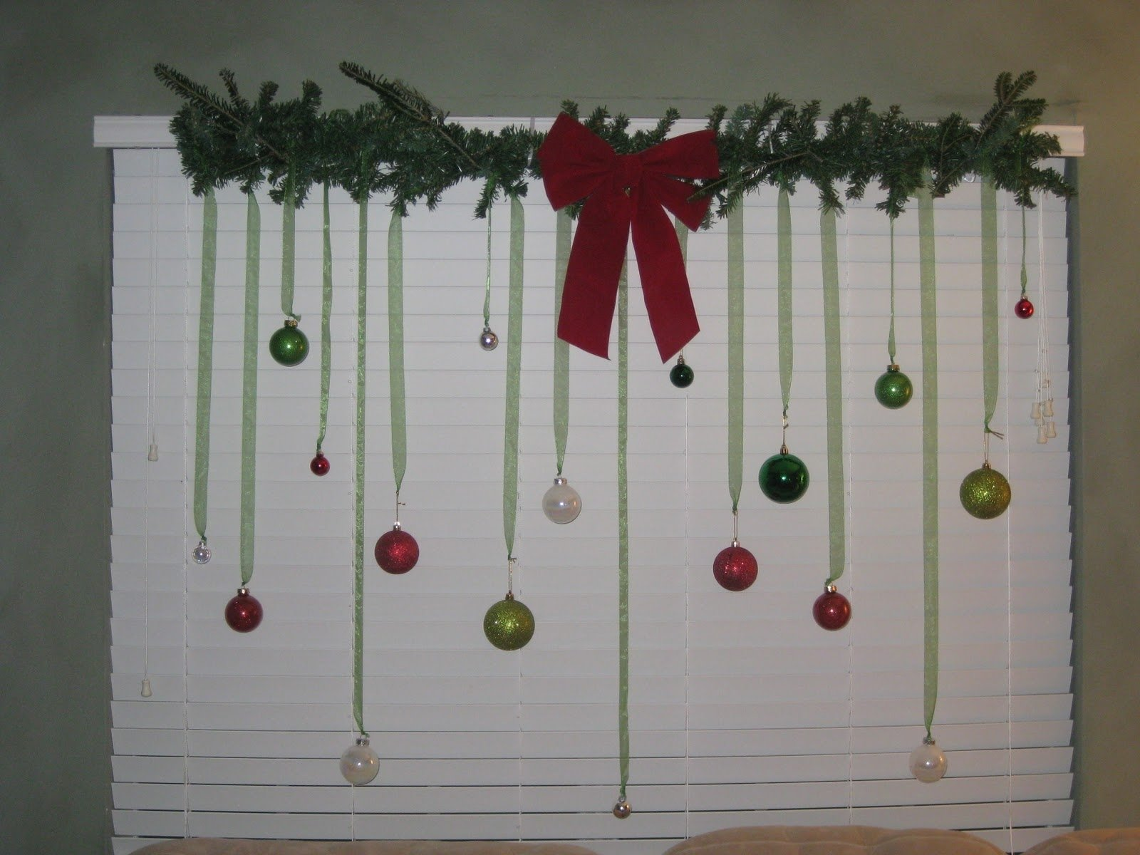 10 Fabulous Christmas Decorating Ideas For Windows great christmas decor for windows on decorations with bay window 2020