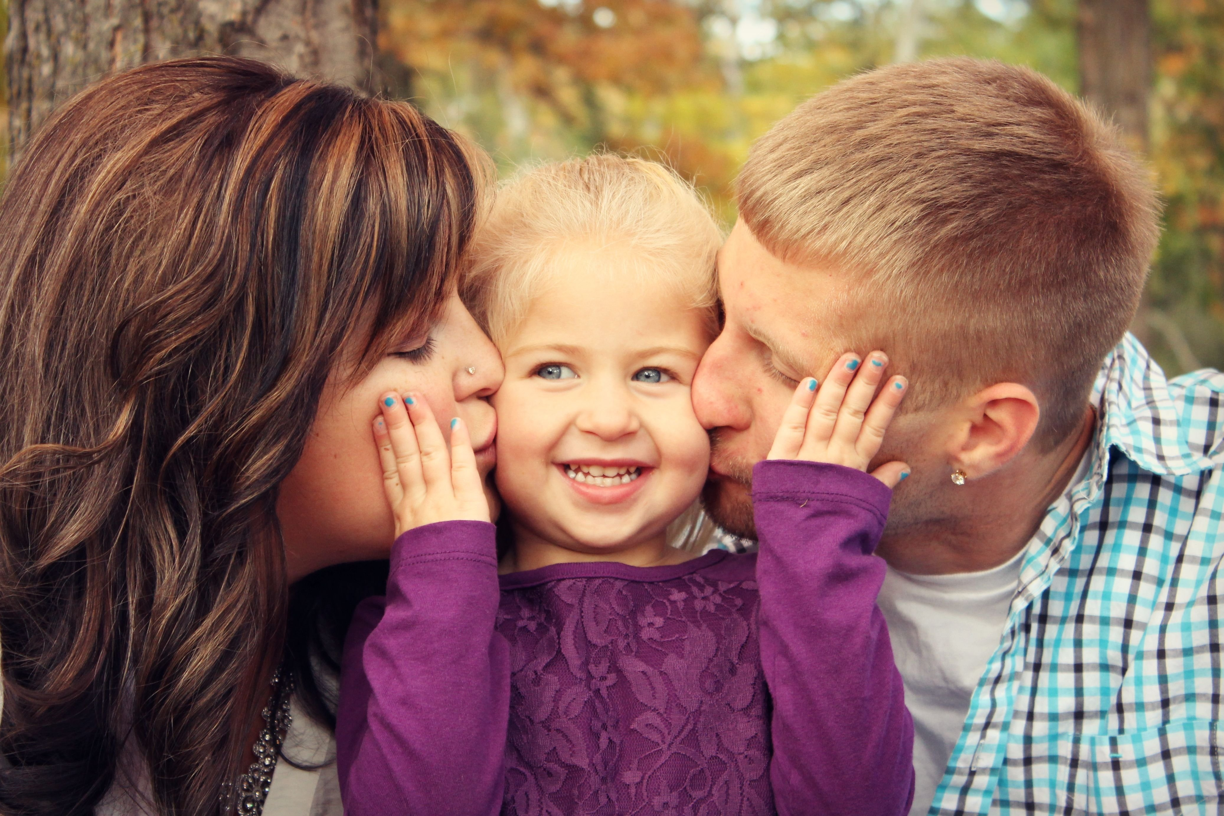 10 Awesome Family Of 3 Photo Ideas great family photo idea photography photos family of 3 family 2020