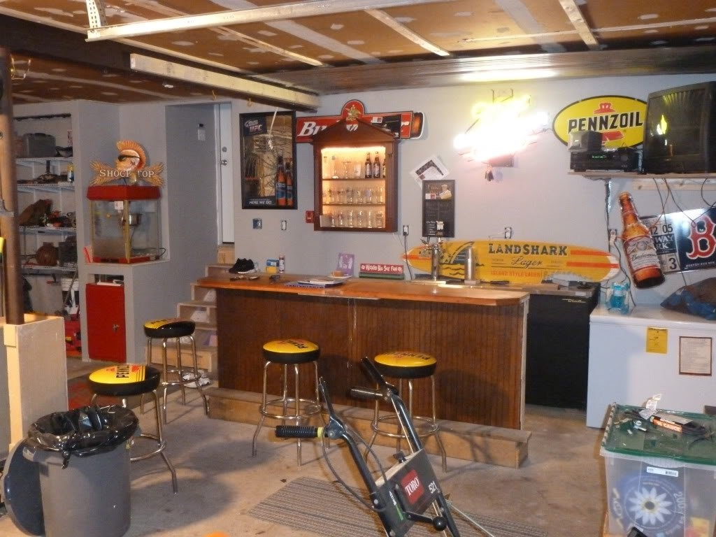 10 Pretty Man Cave Ideas On A Budget guaranteed garage man cave ideas best inside 20278 www 2020