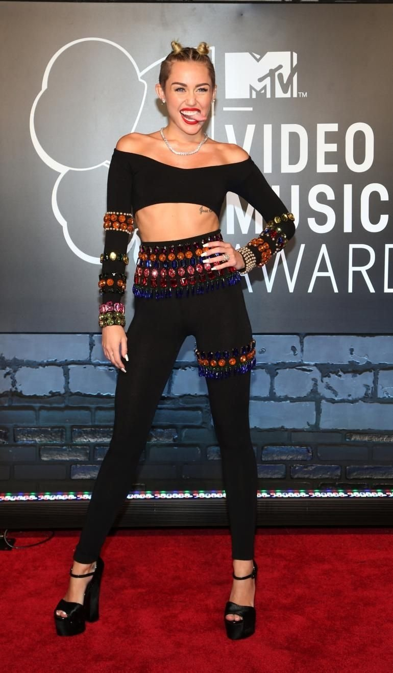 10 Lovable Miley Cyrus Halloween Costume Ideas halloween costume ideas 2013 0 770x1318 pixels celebrity 2021
