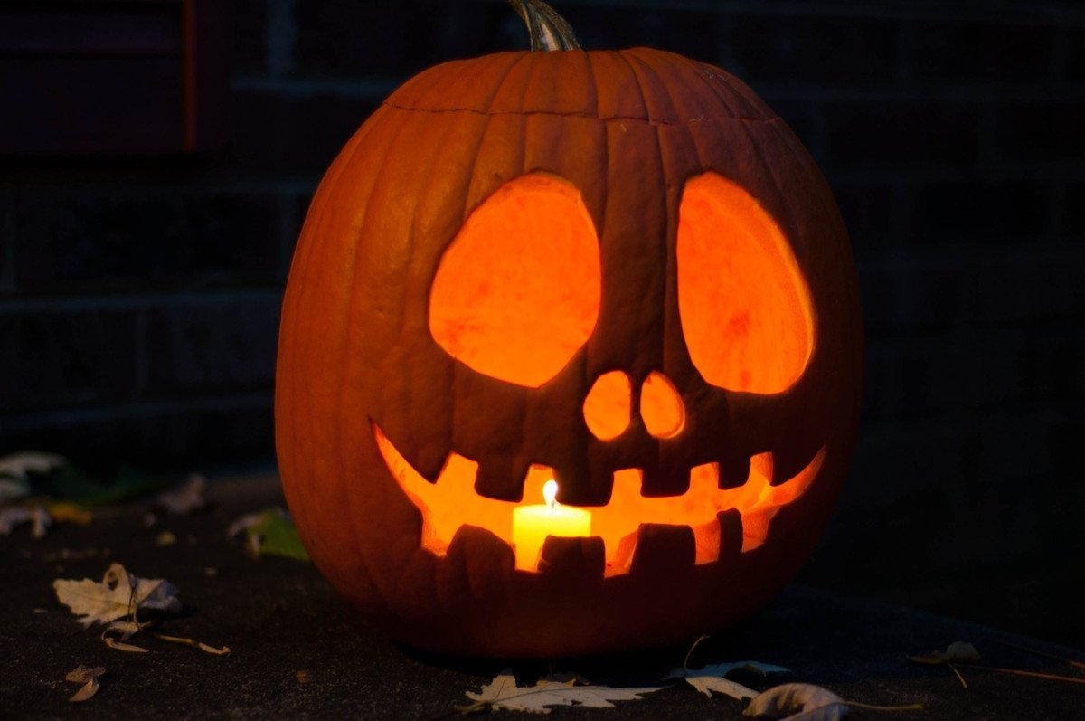 10 Best Cute Couple Pumpkin Carving Ideas halloween easy pumpkin carving ideas 2017 scary pumpkin face 6 2020