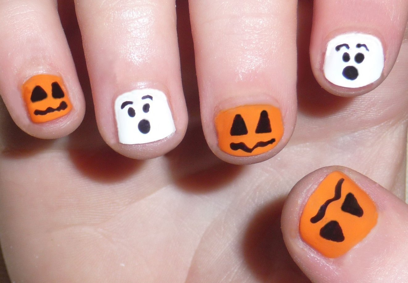 10 Lovable Easy Halloween Nail Art Ideas halloween nail art designs acrylic nail designs with regard to 2020
