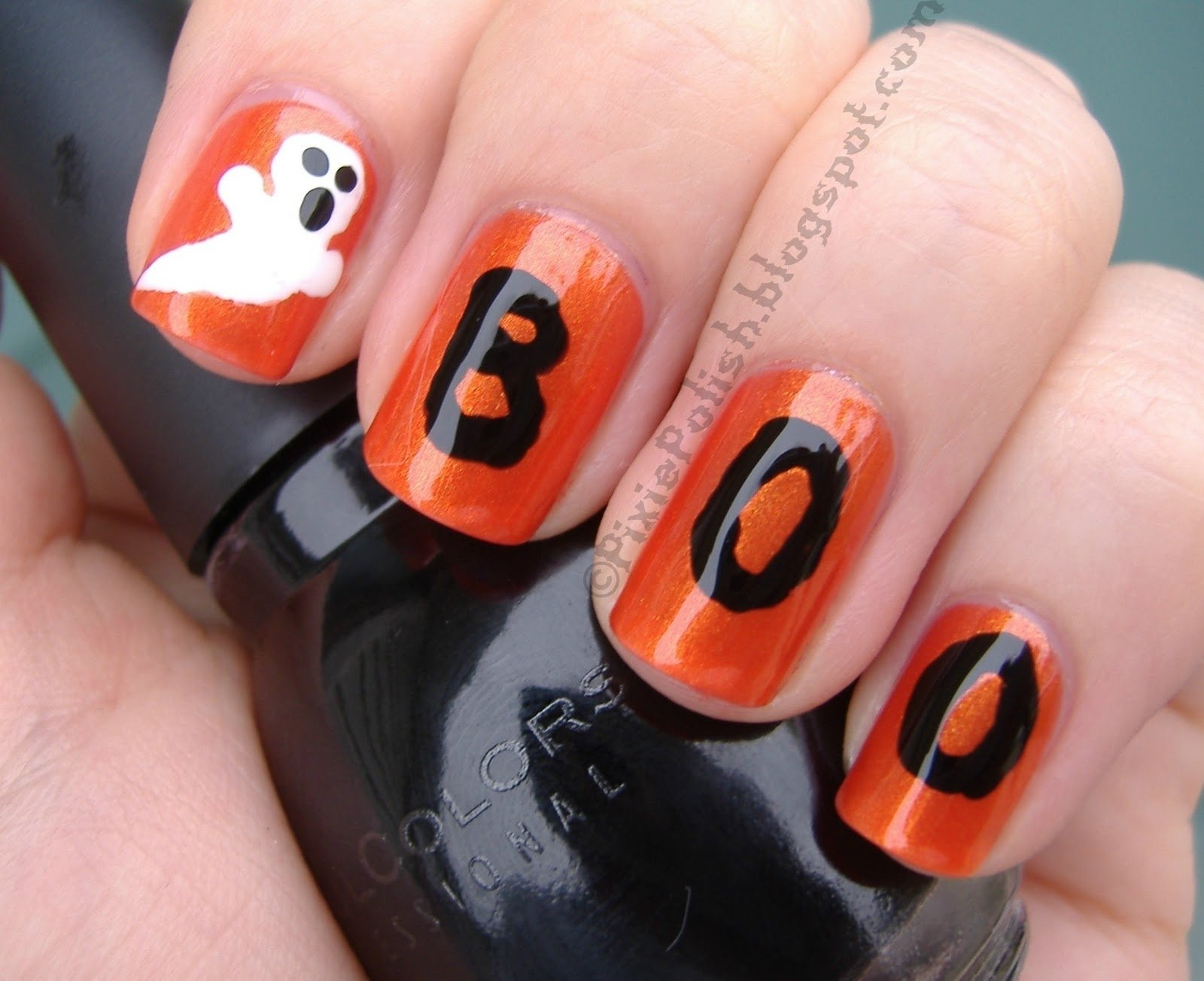 10 Lovable Easy Halloween Nail Art Ideas halloween nail designs this is yet another rather simple halloween 2020