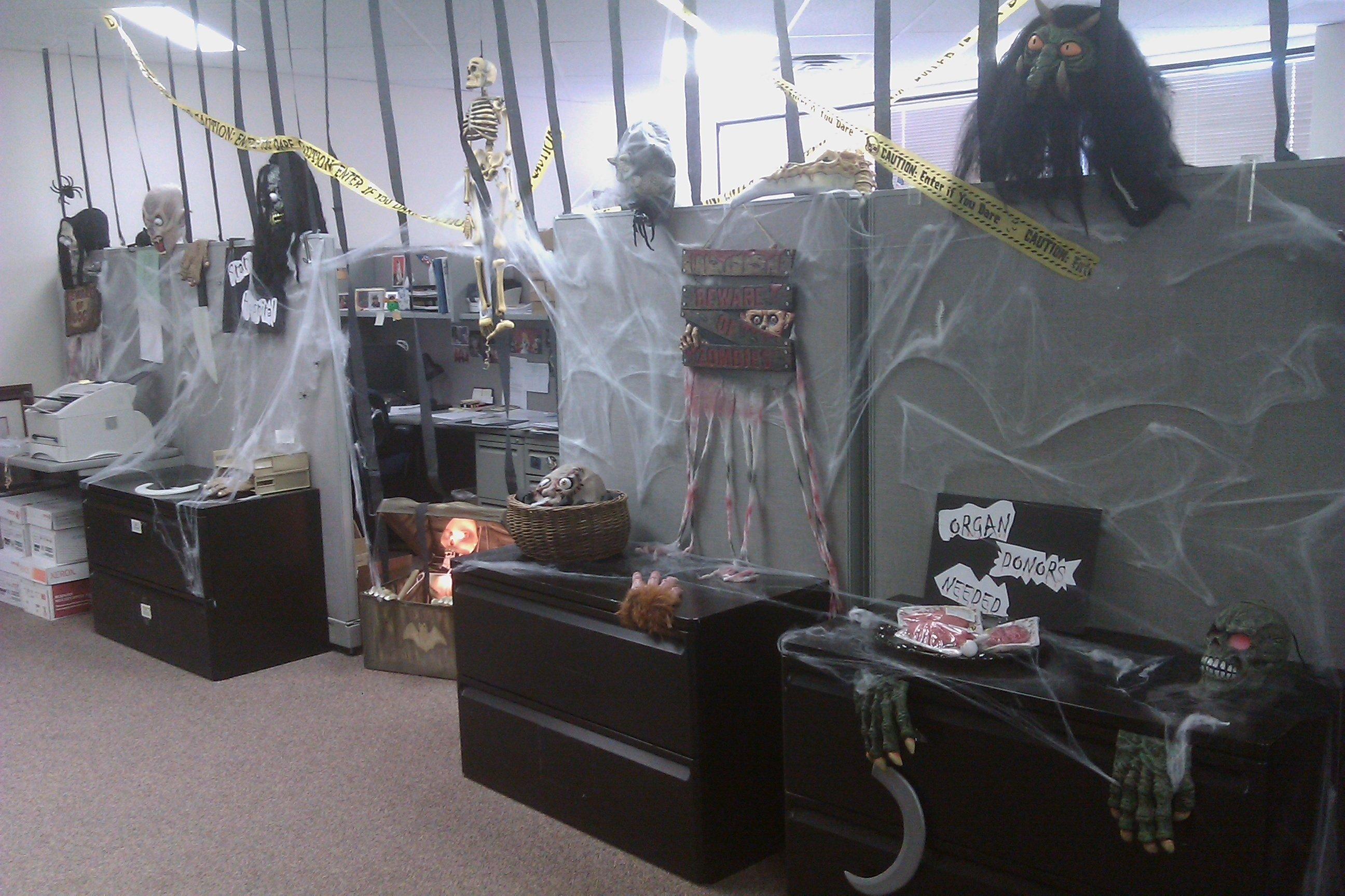 Genial 10 Amazing Halloween Decorating Ideas For The Office Halloween Office  Decorating Ideas Easy Halloween Decorations