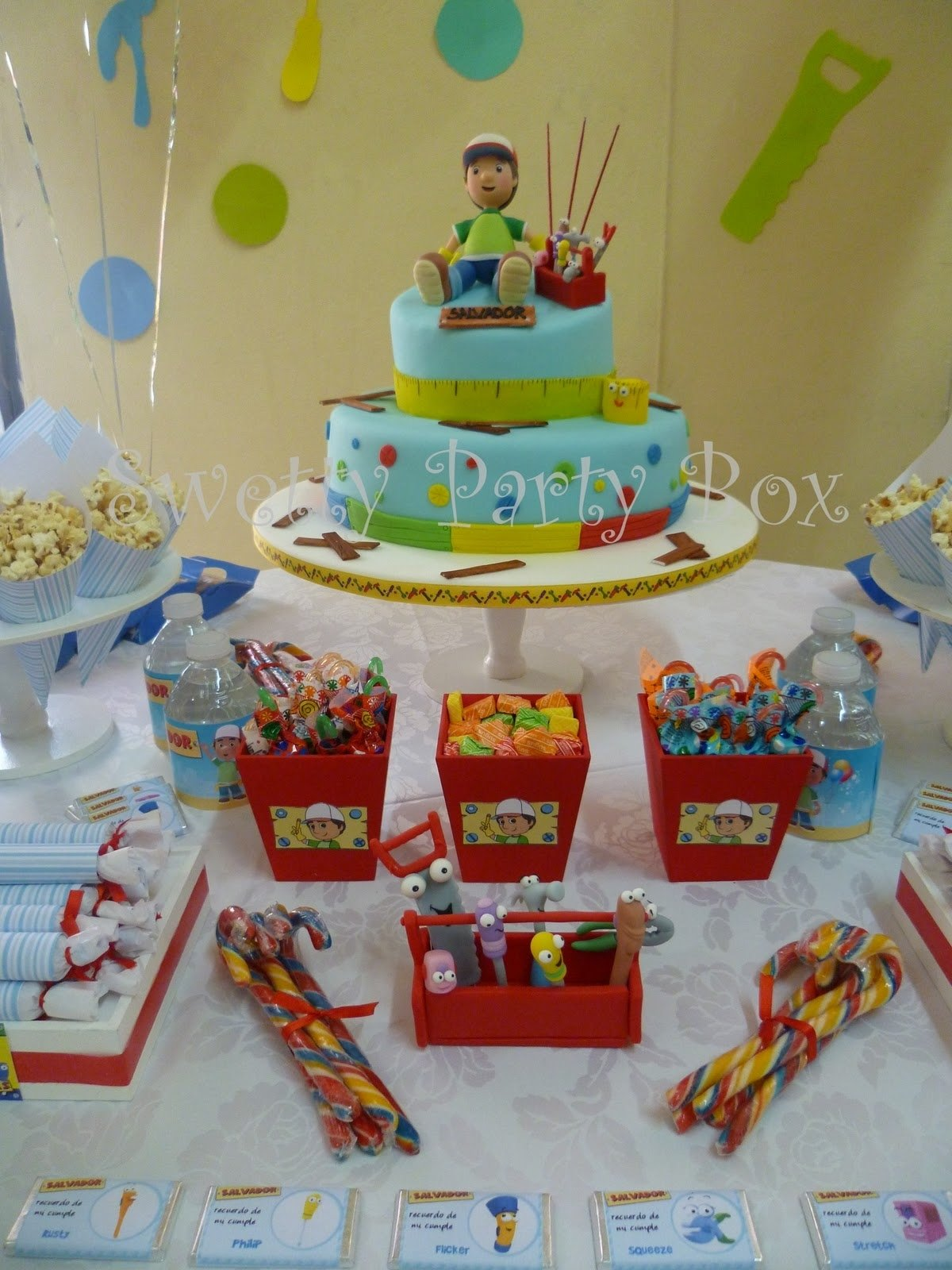 handy manny party, i like the red buckets for the candy. mr