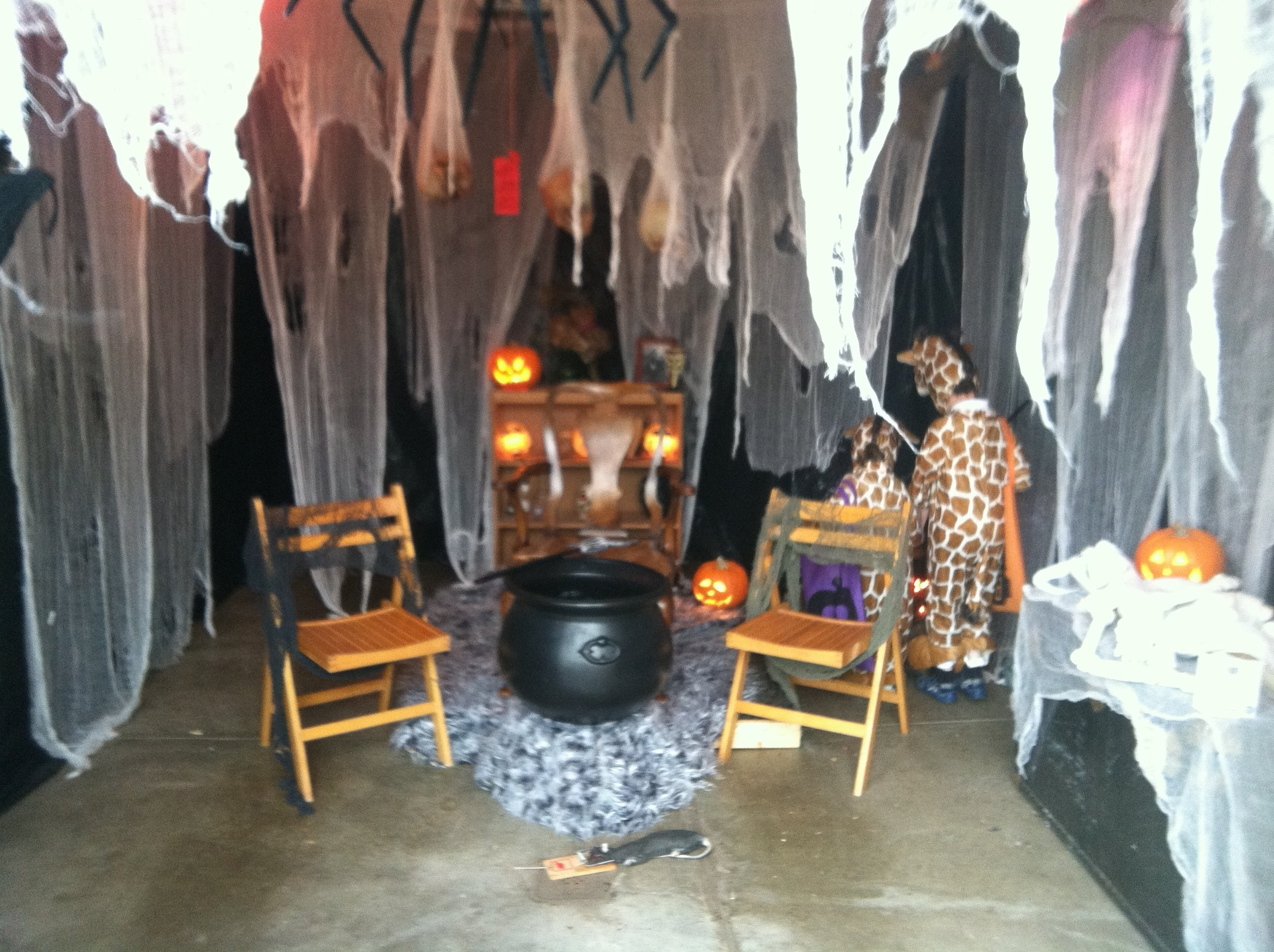 10 Attractive Haunted House Ideas For Kids haunted house decorating ideas e2 80 93 home loversiq 2021