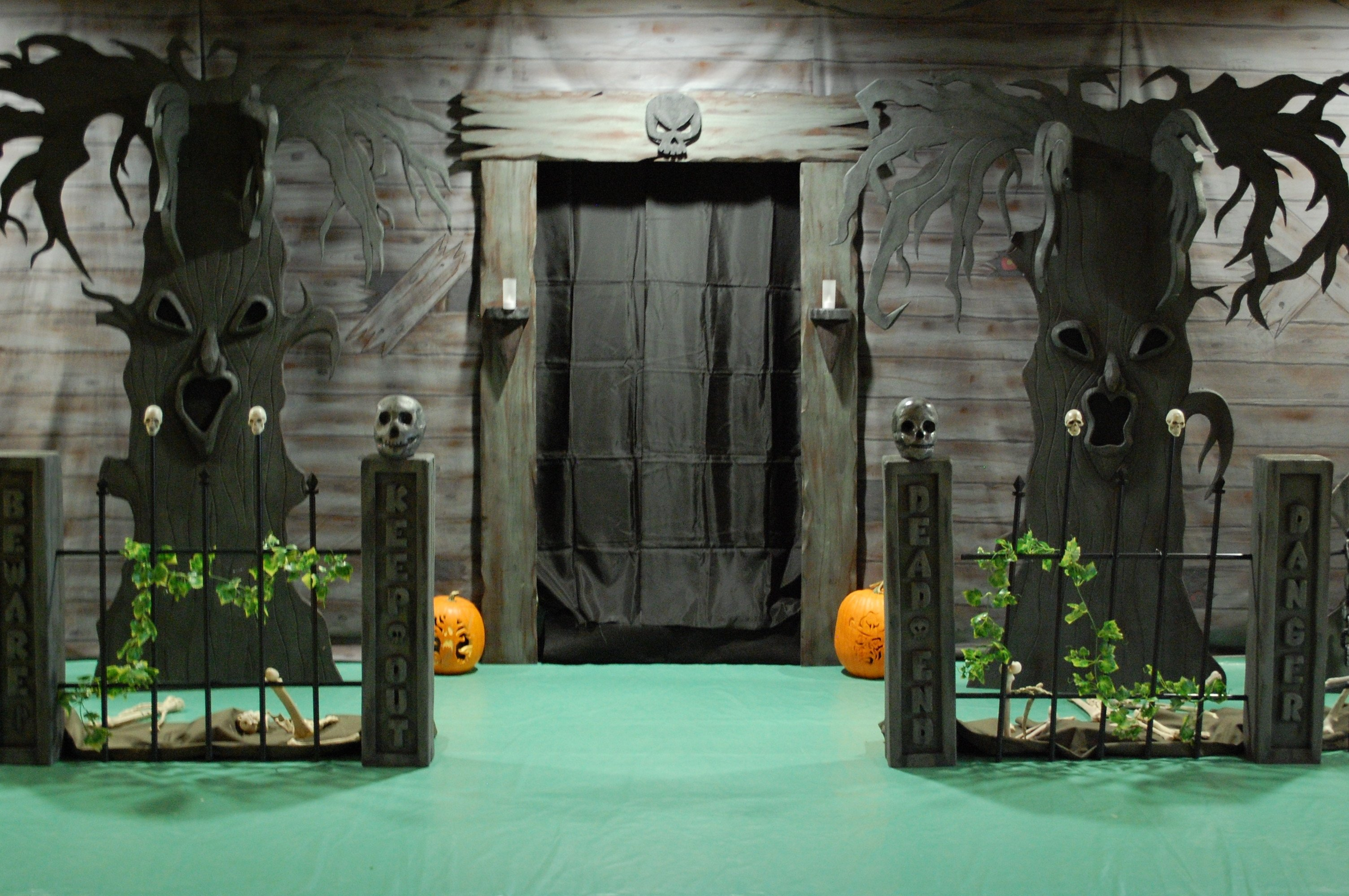 10 Attractive Haunted House Ideas For Halloween haunted house ideas make your own decorating home art decor 24314 2 2020