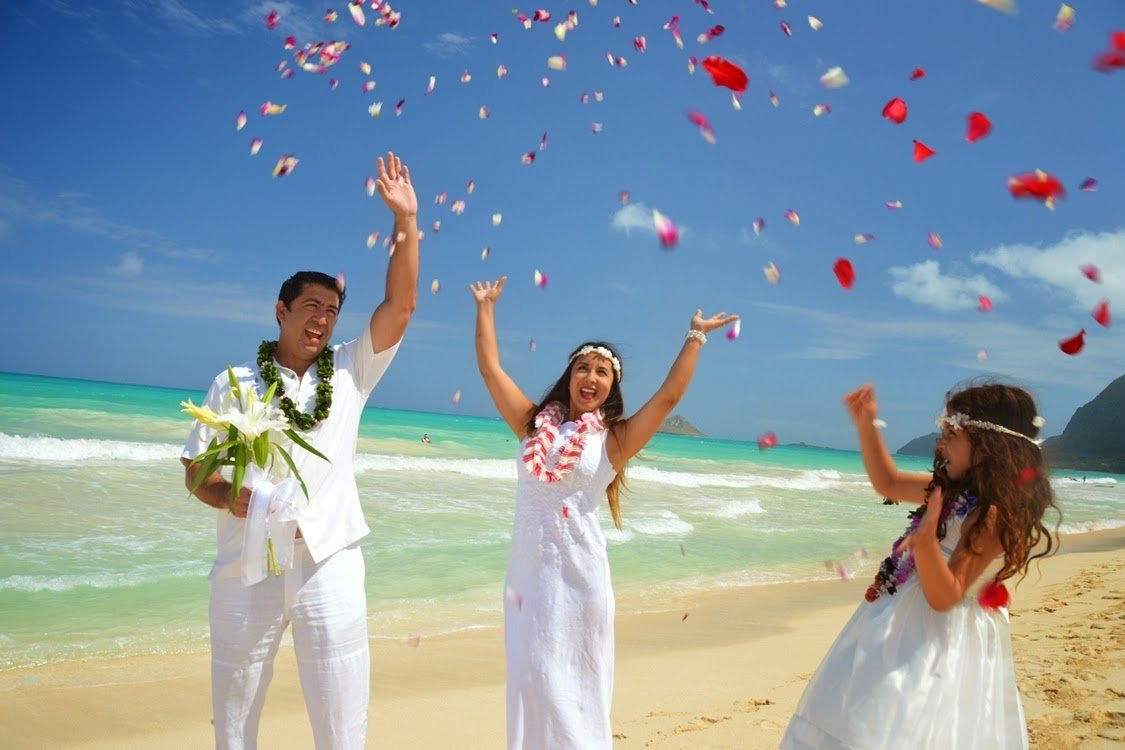 10 Perfect Wedding Vow Renewal Ceremony Ideas hawaii wedding vow renewals island of oahu 2020