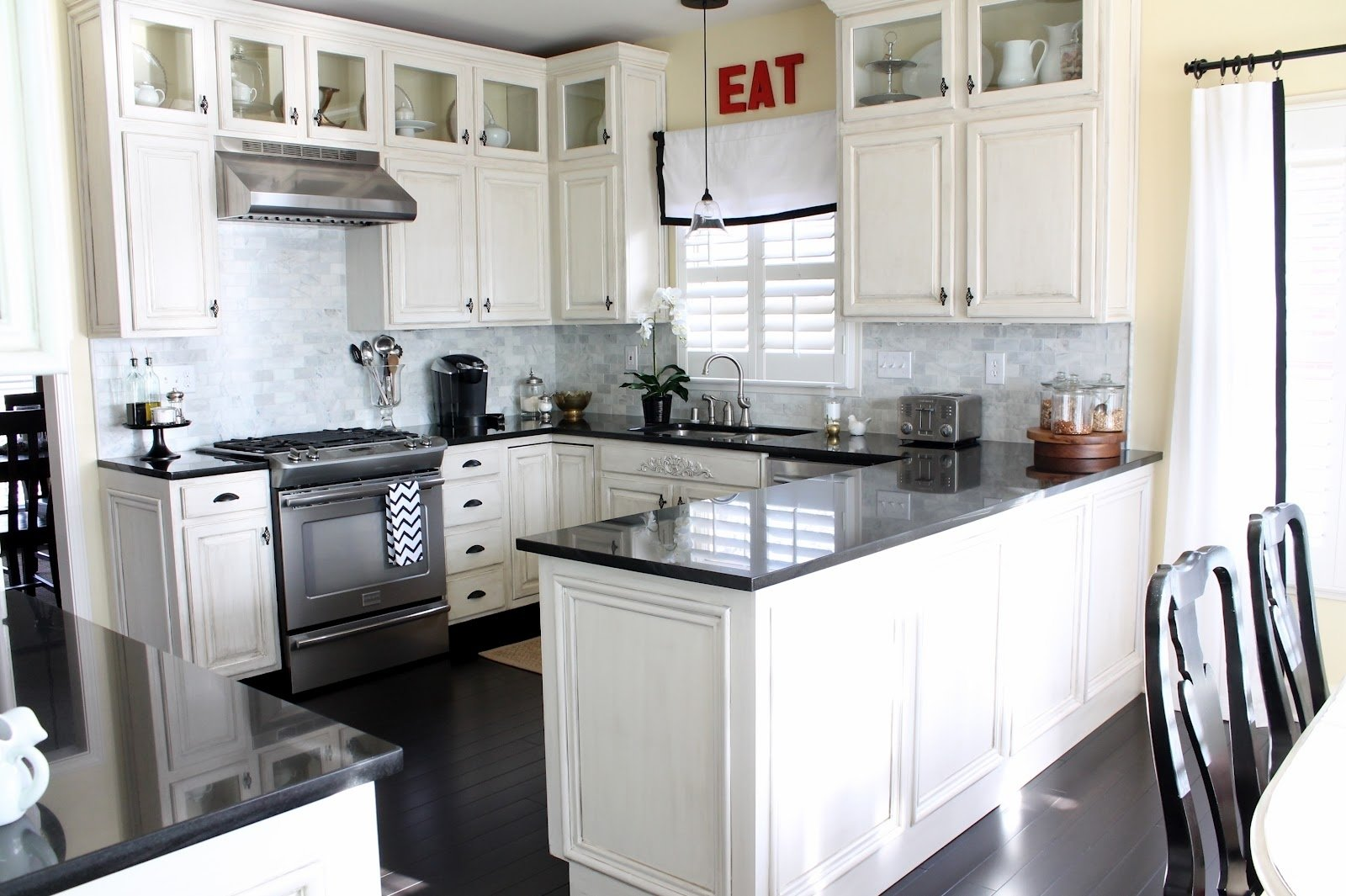 10 Gorgeous Kitchen Ideas With White Cabinets home furnitures sets paint colors for kitchens with white cabinets 2020