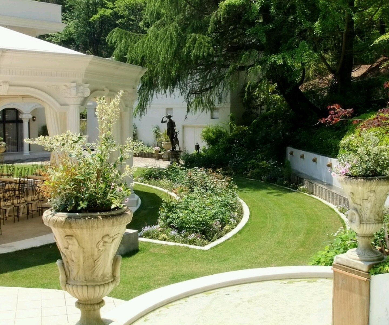 10 Pretty Home And Garden Decorating Ideas house and garden decorating ideas attractive garden03 home gardens 2021