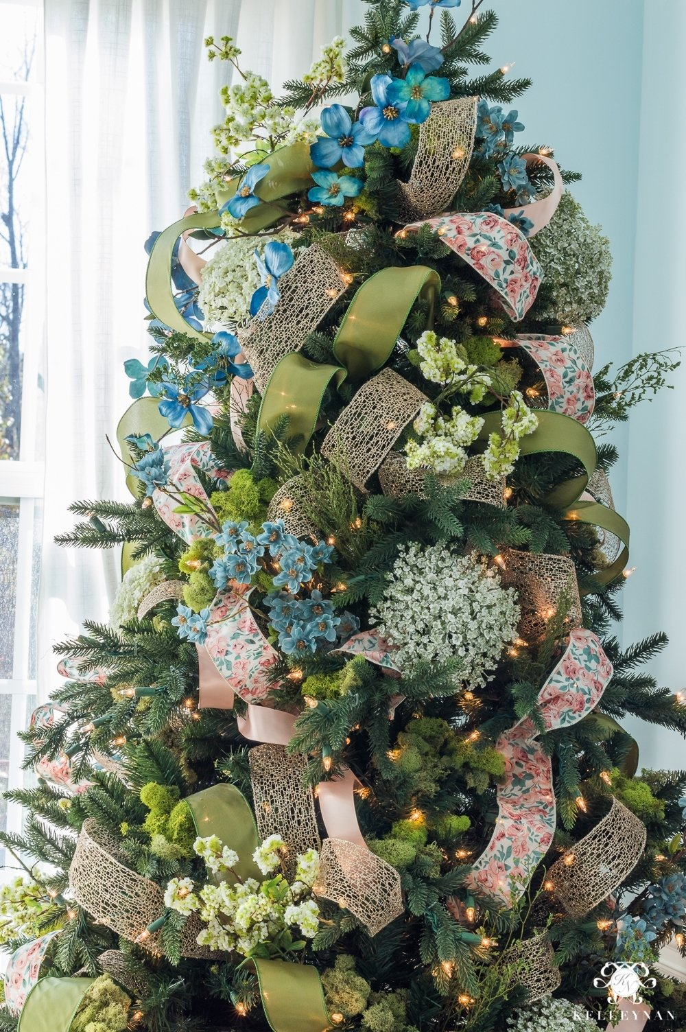 10 Spectacular Christmas Tree Decorating Ideas With Ribbon how to decorate a christmas tree with ribbon kelley nan 2021