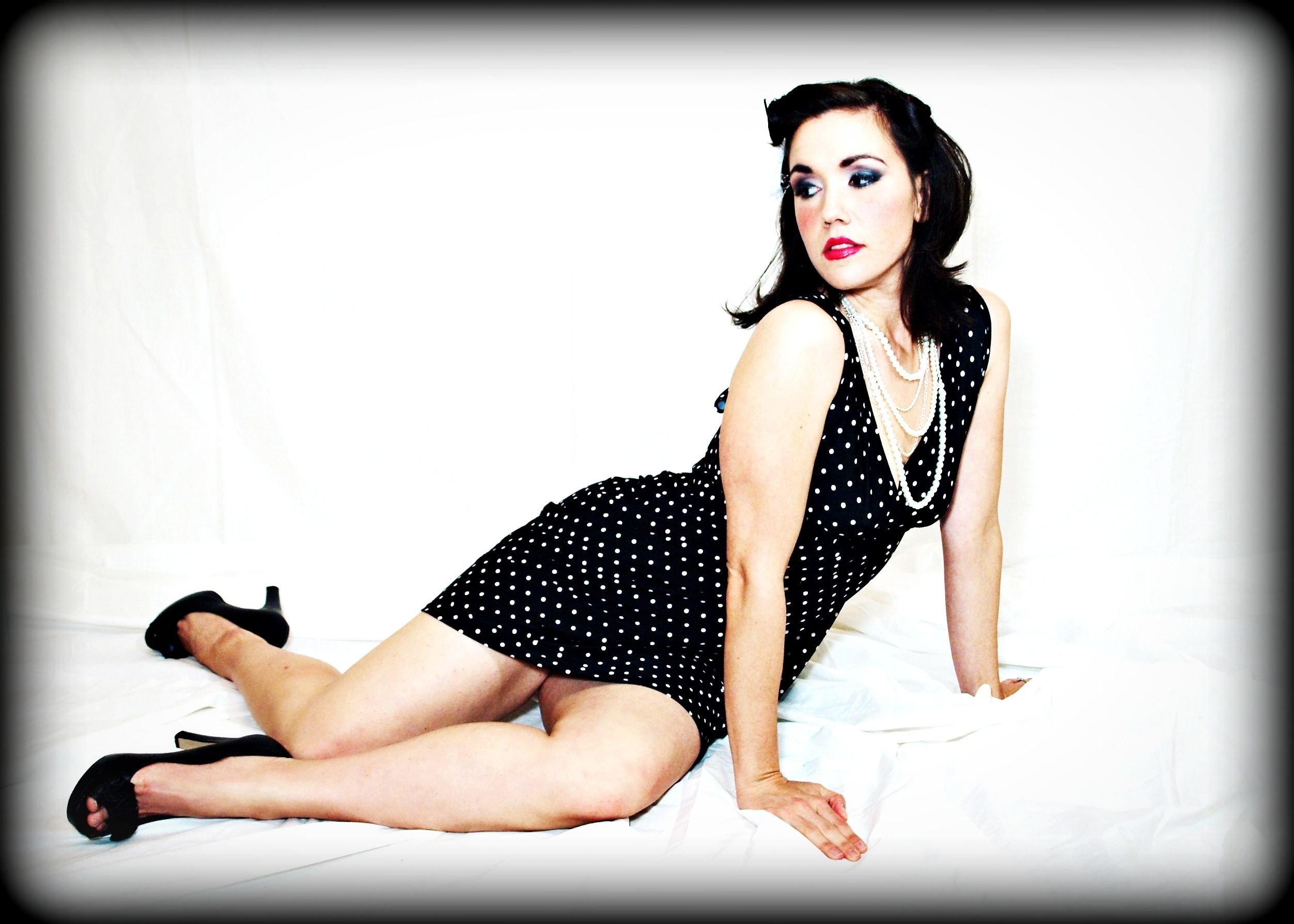 how to do a pin-up girl photoshoot using stuff from your closet (or