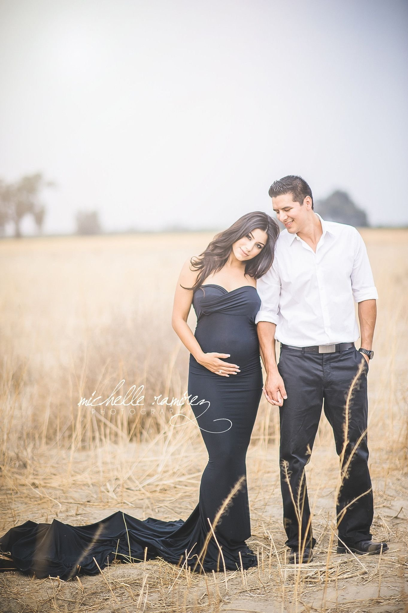 10 Amazing Maternity Photo Shoot Outfit Ideas how to dress for the best maternity photos 1 2020
