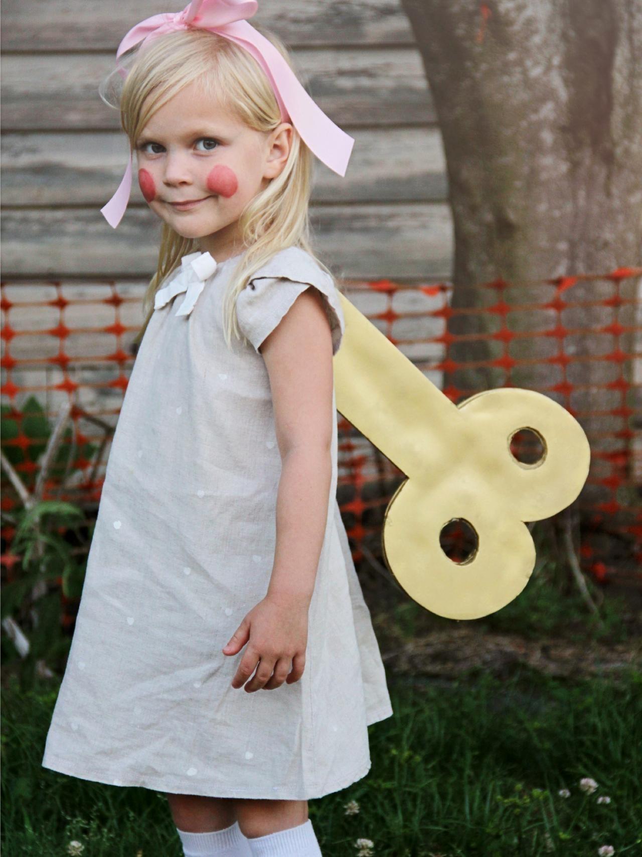 10 Fashionable Little Girl Halloween Costume Ideas %name 2020
