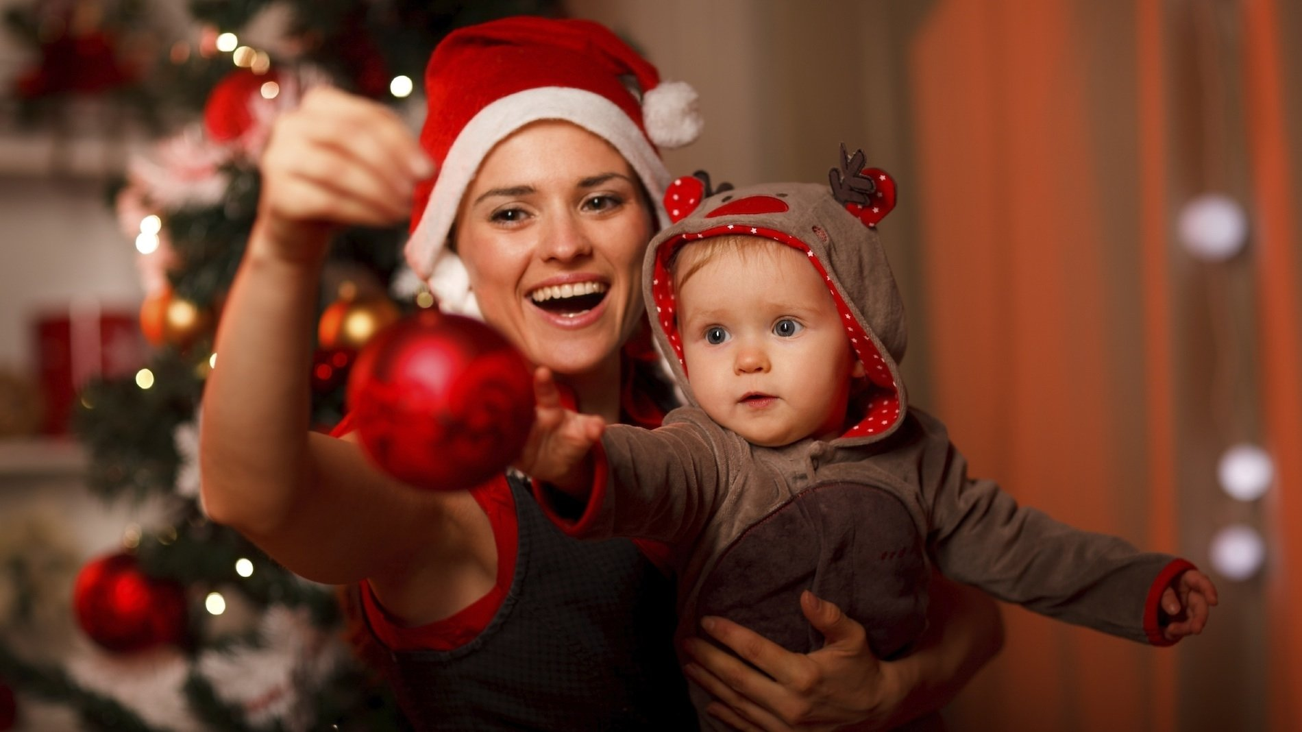 10 Trendy Family Christmas Photo Ideas With Baby how to make babys first christmas special blog lullaby nanny share