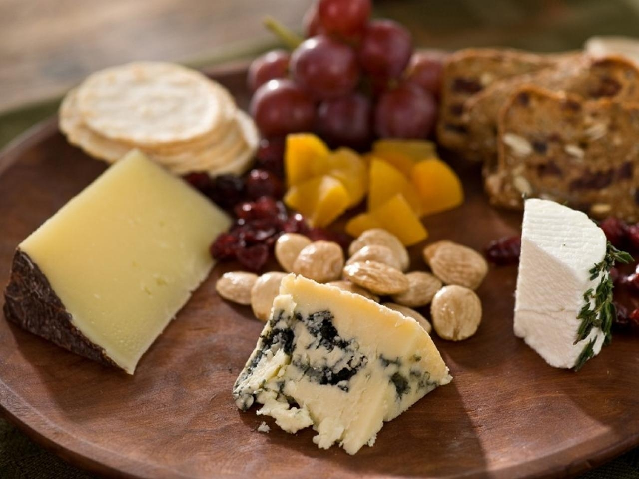 10 Perfect Fruit And Cheese Platter Ideas %name 2021