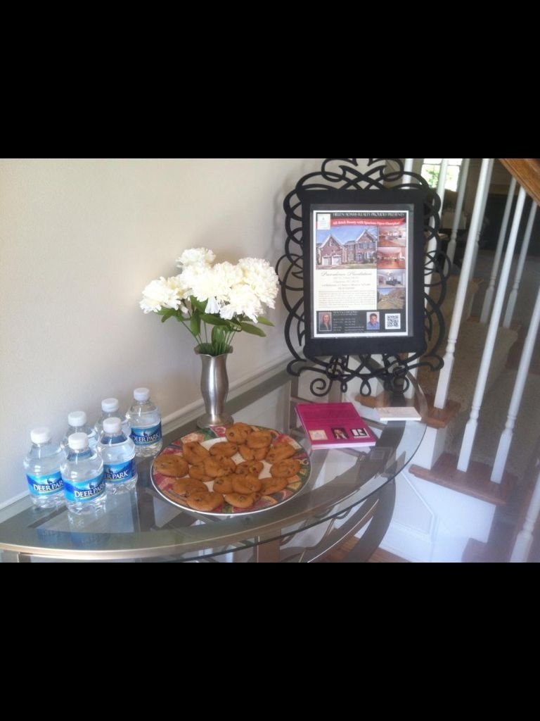 i love the idea of using a picture frame to hold the flyer! | i love
