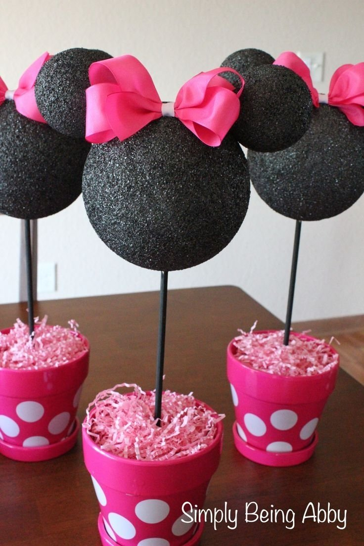 i love this simple minnie mouse party centerpiece. what a cute party