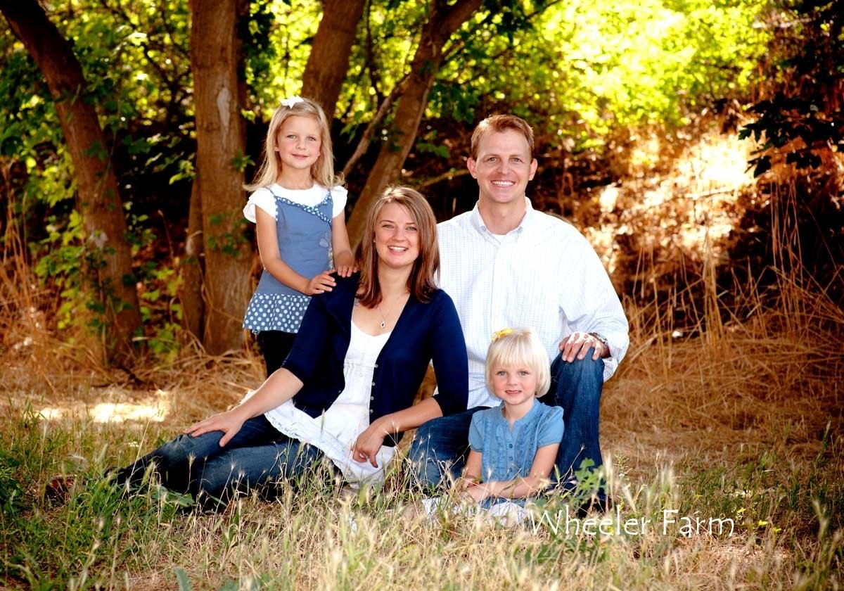 10 Awesome Family Of Four Photo Ideas ideas for outdoor family portrait poses outdoor designs 2021