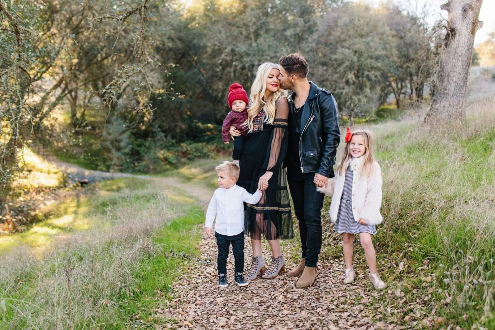 10 Spectacular Family Picture Ideas What To Wear ideas what to wear for family pictures ellabrooks blog 1 2020