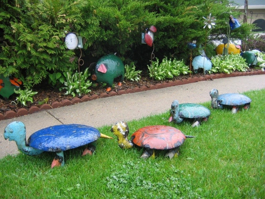 10 Pretty Home And Garden Decorating Ideas image of garden decor ideas home diy small and modern garden 2021