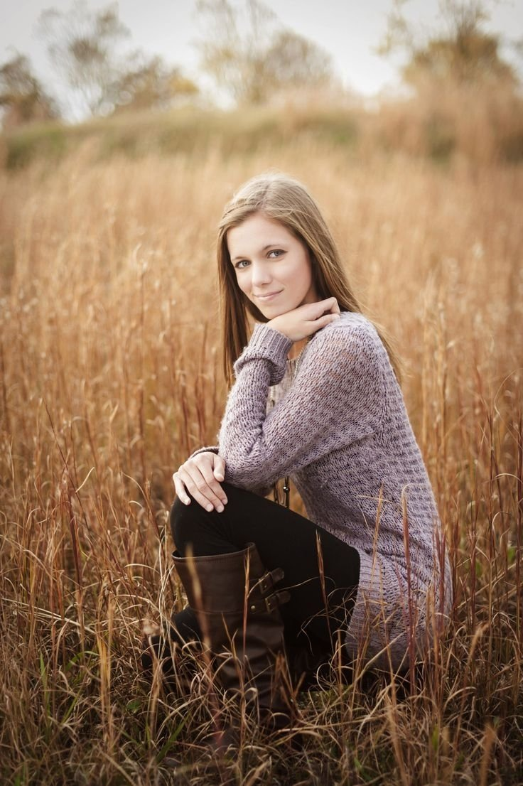 10 Pretty Senior Picture Ideas For Girls Outside image result for moody spiritual photography portraits women mood 2020