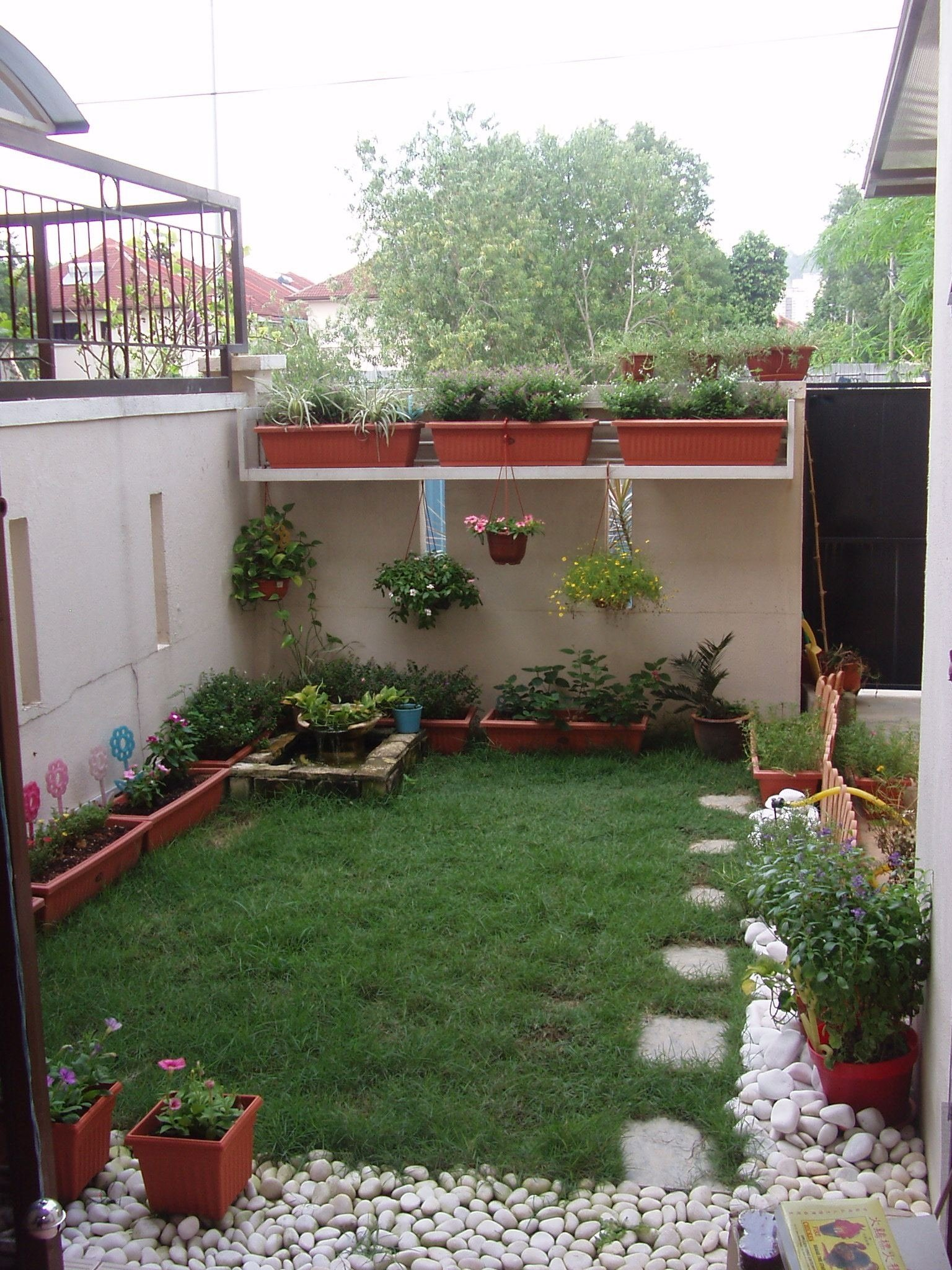 10 Cute Garden Ideas For Small Yards incredible garden ideas for small yard livetomanage 2020