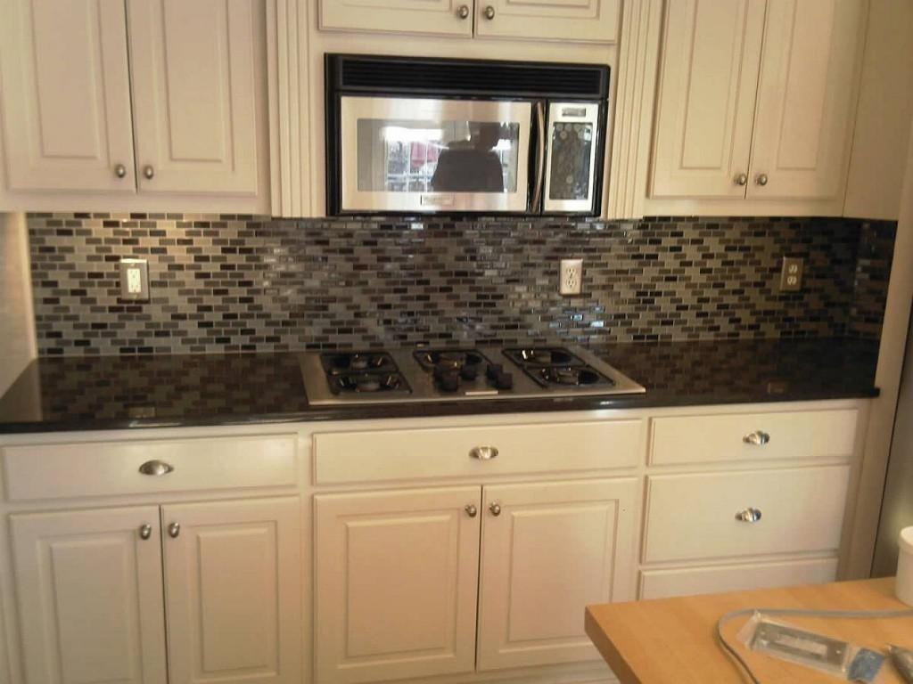 10 Gorgeous Backsplash Ideas For Black Granite Countertops inspiring kitchen backsplash ideas black granite countertops 2951 2020