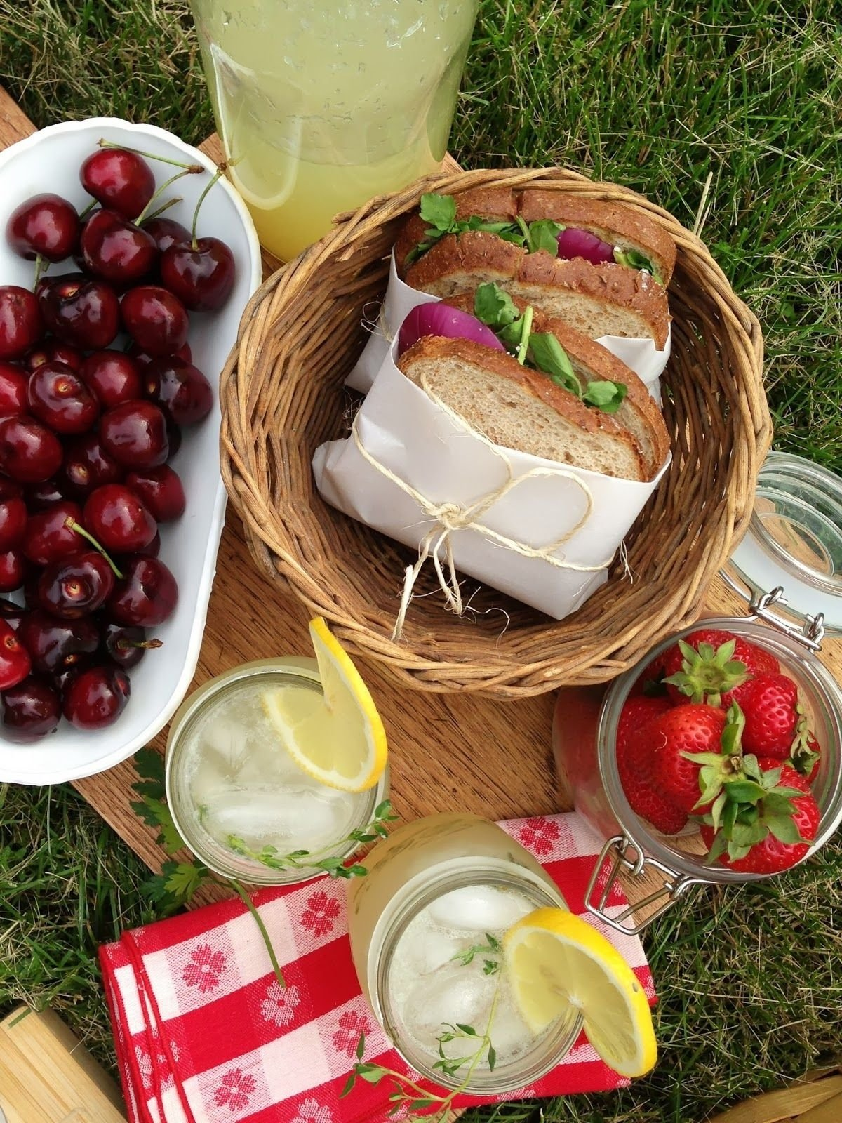 intrinsic beauty : entertaining: picnic for two | date ideas