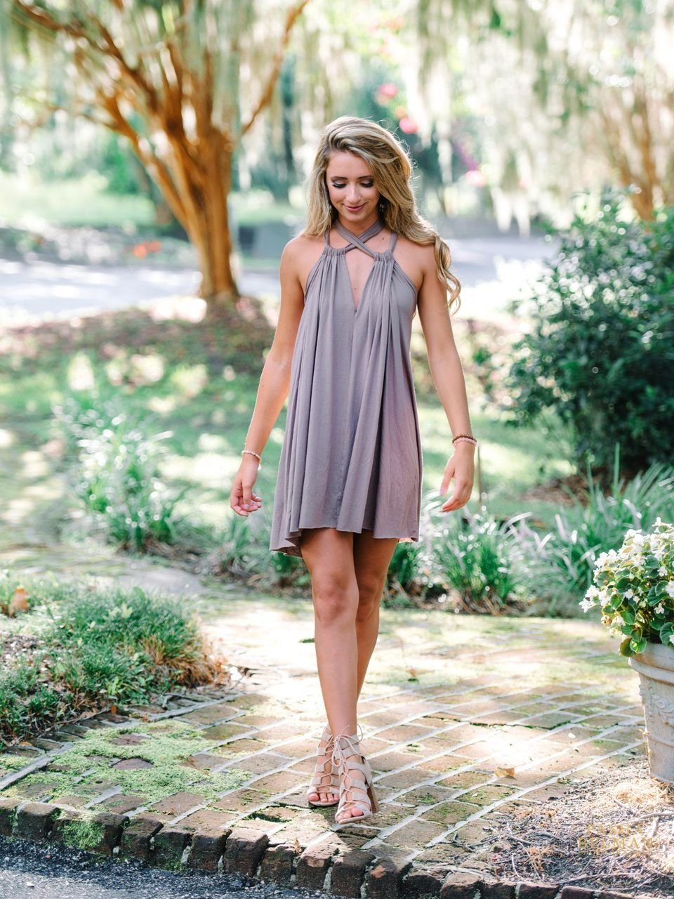 10 Perfect Senior Picture Outfit Ideas For Girls isabella charleston photographers pawleys island and senior
