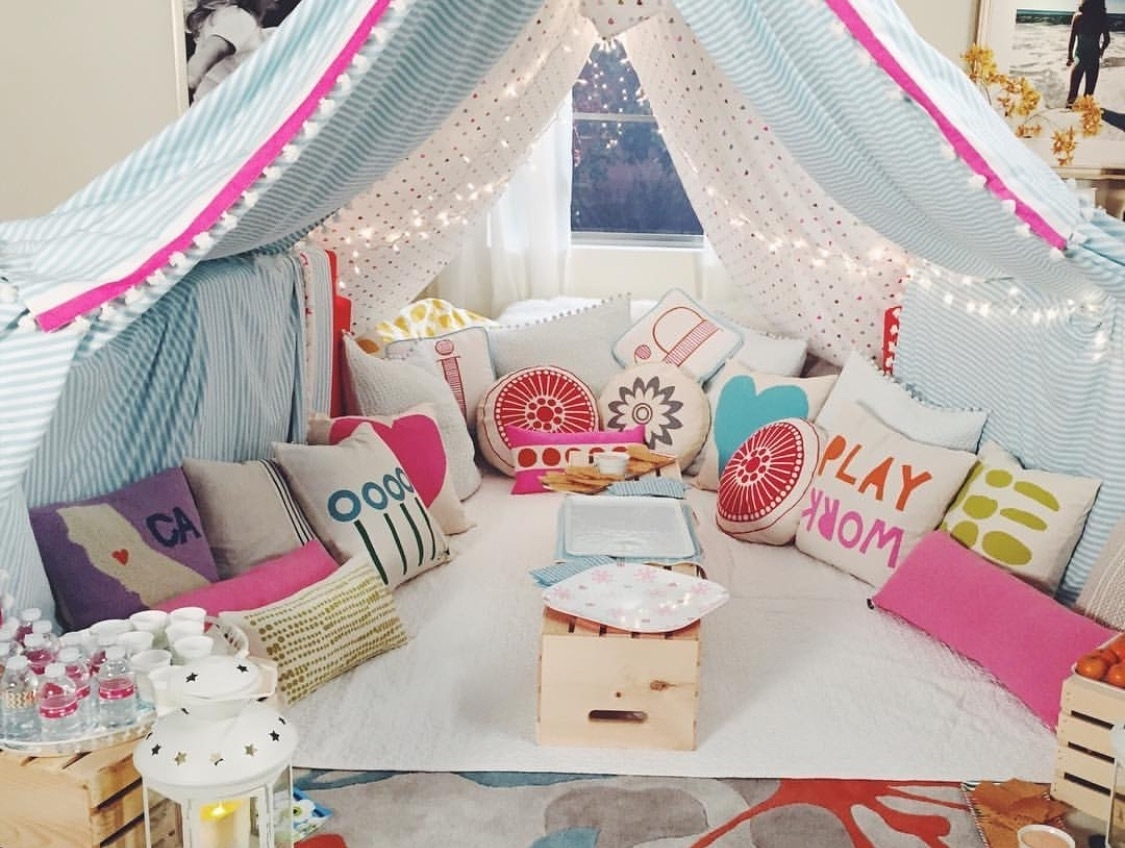10 Fashionable Slumber Party Ideas For Girls %name 2020