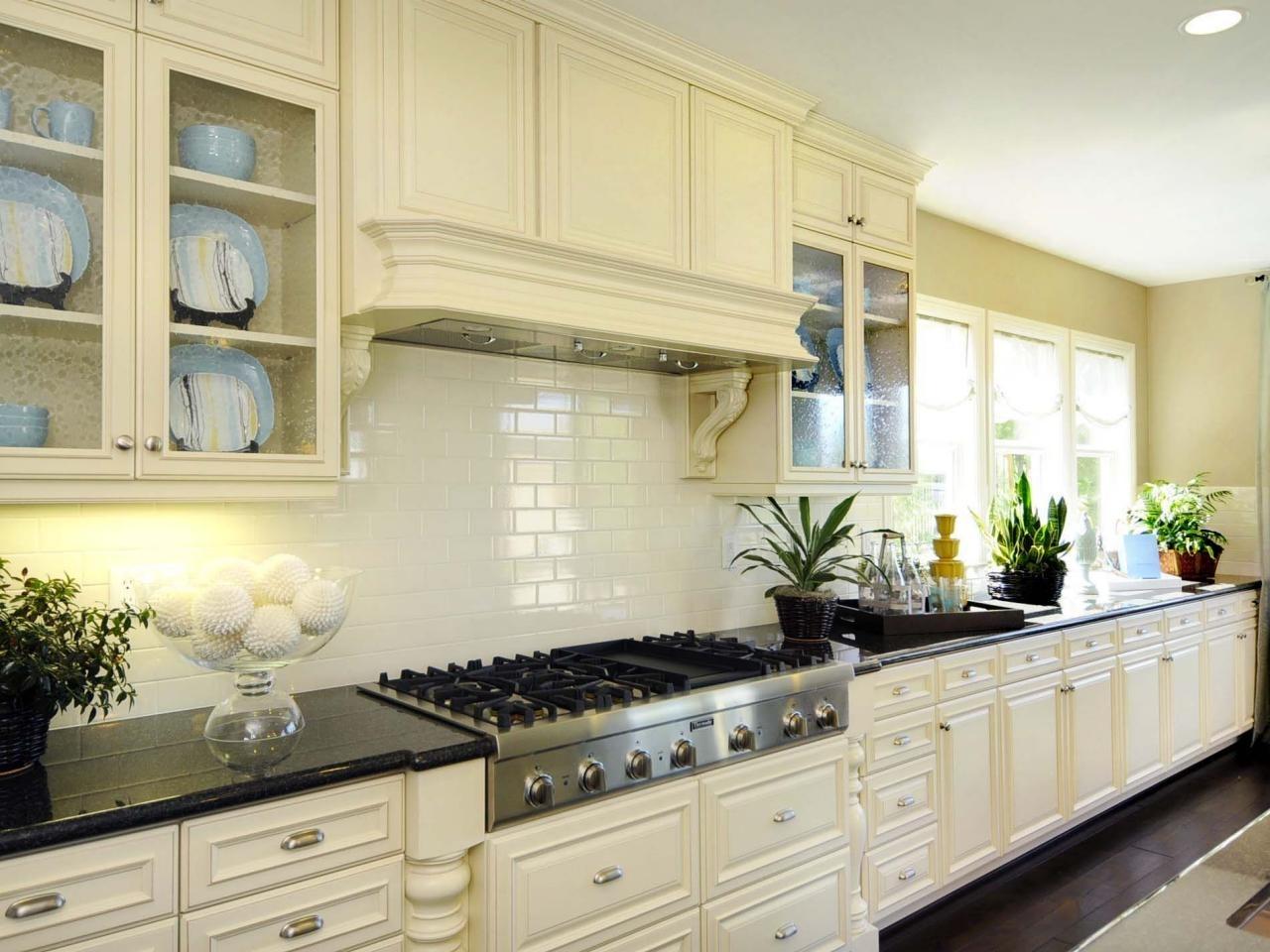10 Gorgeous Subway Tile Kitchen Backsplash Ideas %name 2020