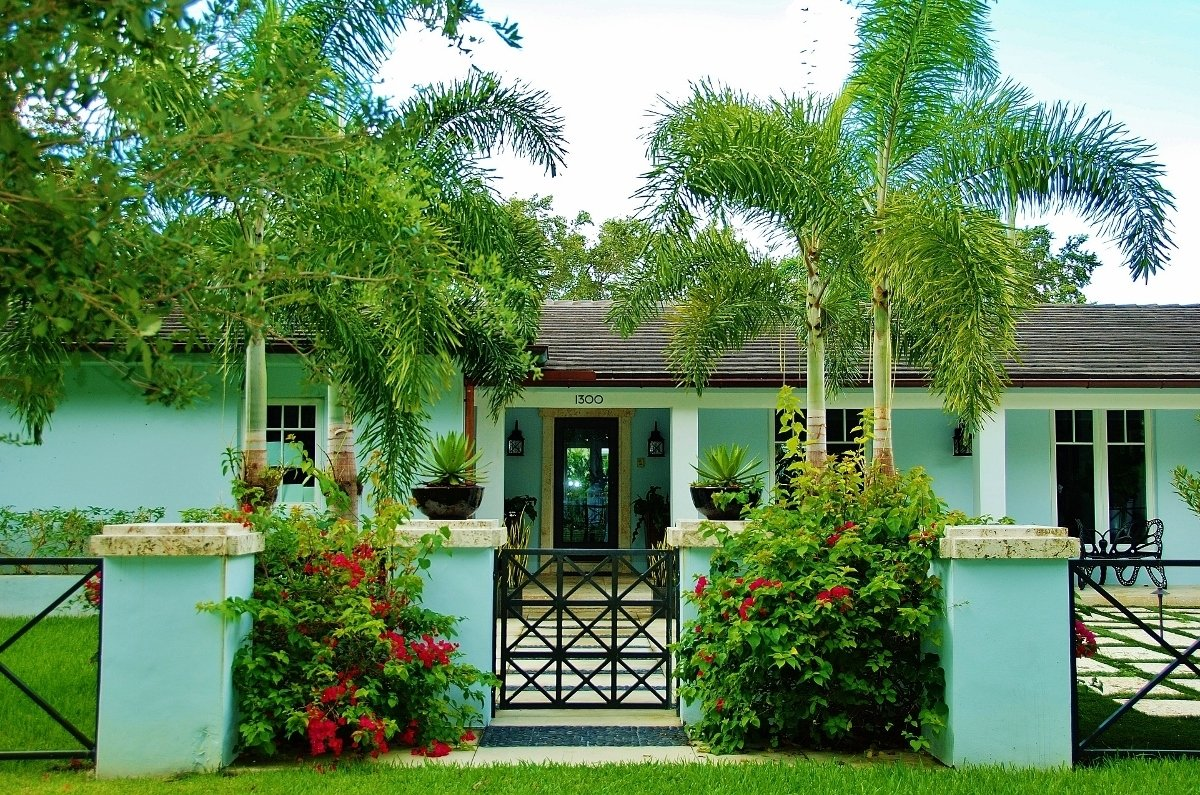 10 Attractive Tropical Landscaping Ideas For Front Yard landscape ideas south florida front yard garden design 2020