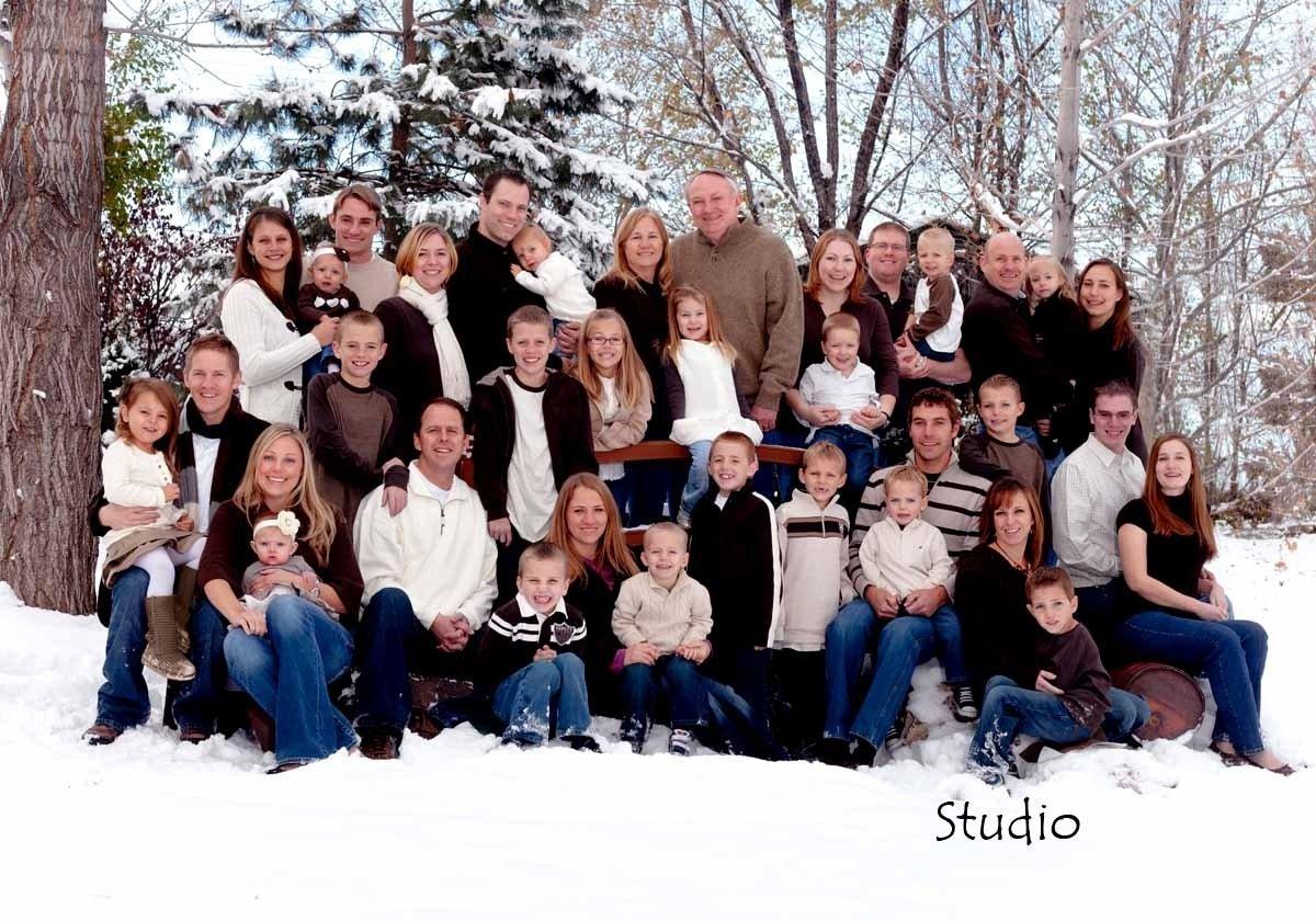 10 Awesome Large Family Photo Clothing Ideas large family outdoor photo ideas outdoor designs 2021