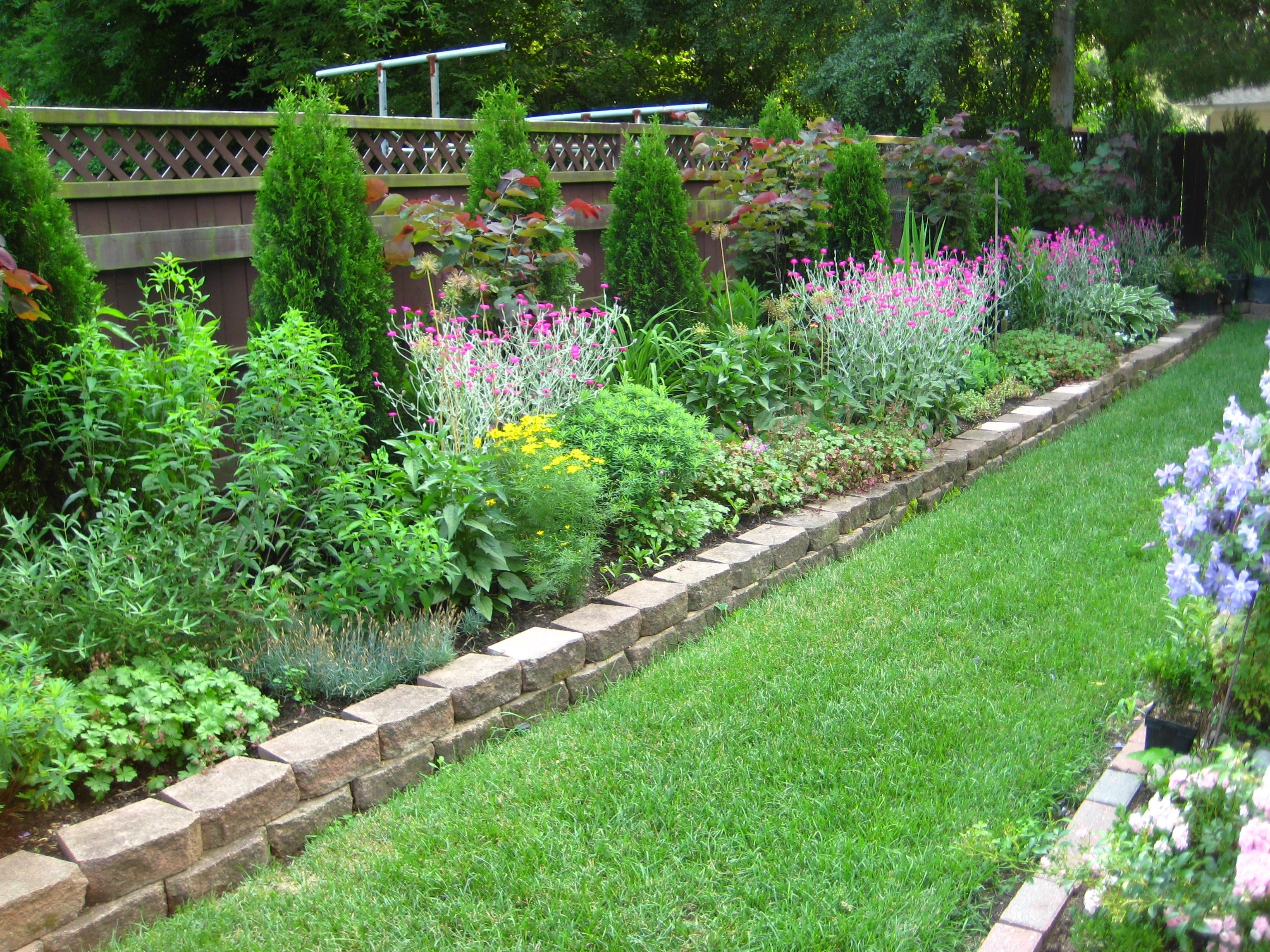 10 Stylish Edging Ideas For Flower Beds lawn garden the border from edging ideas of flower for loversiq
