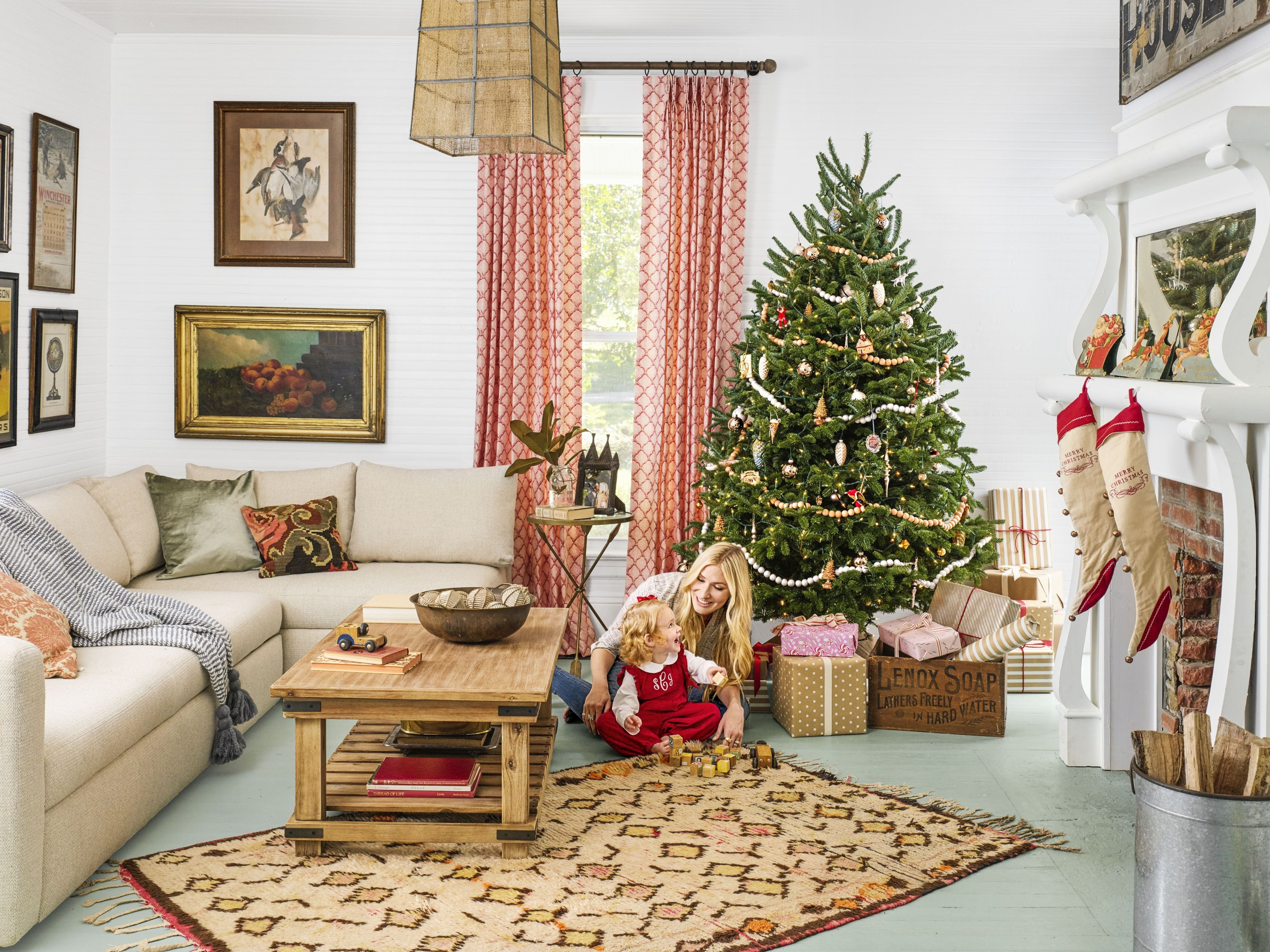 10 Pretty Christmas Decorations Ideas For Living Room living room living room christmas decoration ideas xmas decoration 2021