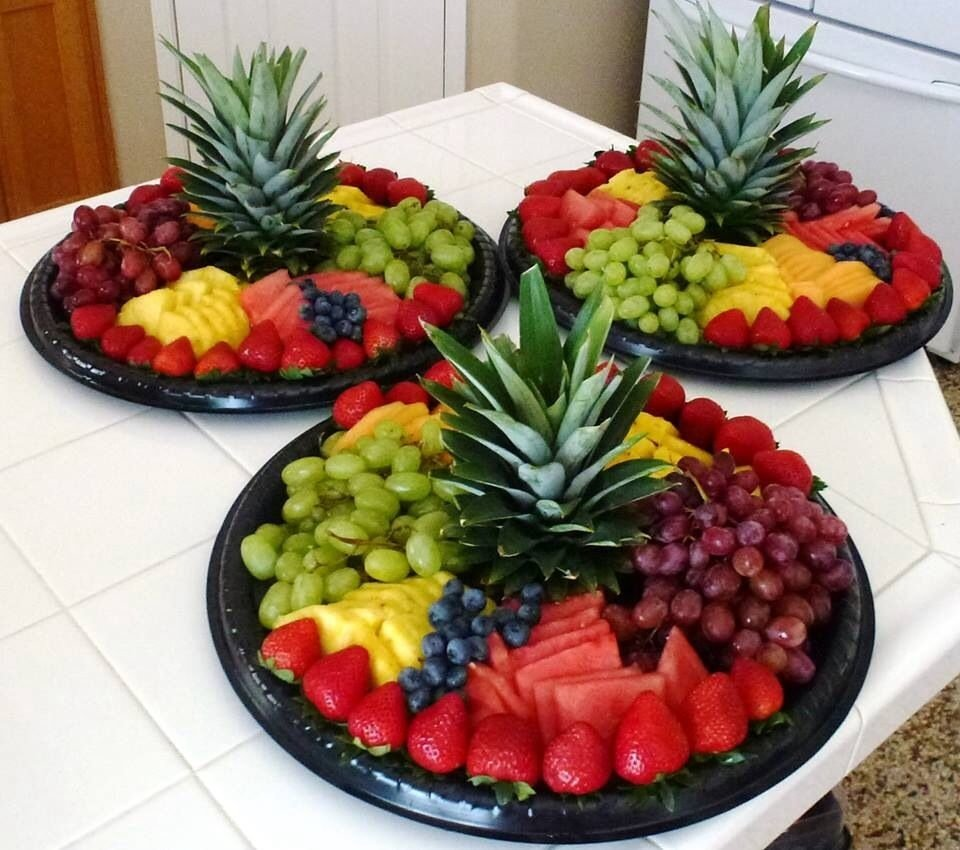 love the pineapple cap as the centerpiece. simple to do but flashy